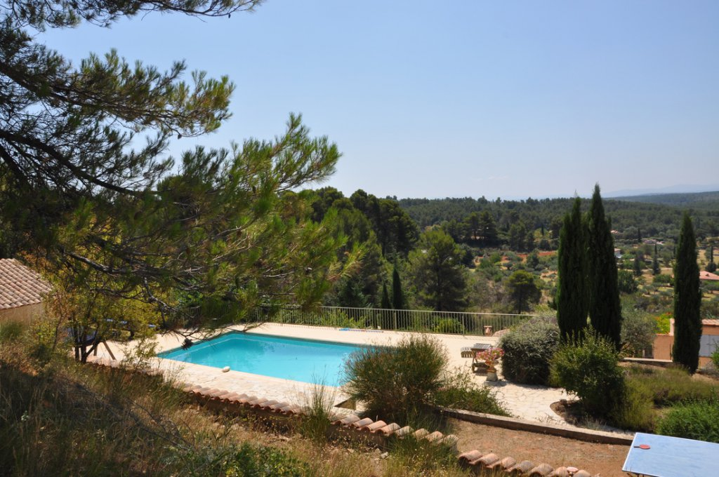Authentic bastide with panoramic views Aups.