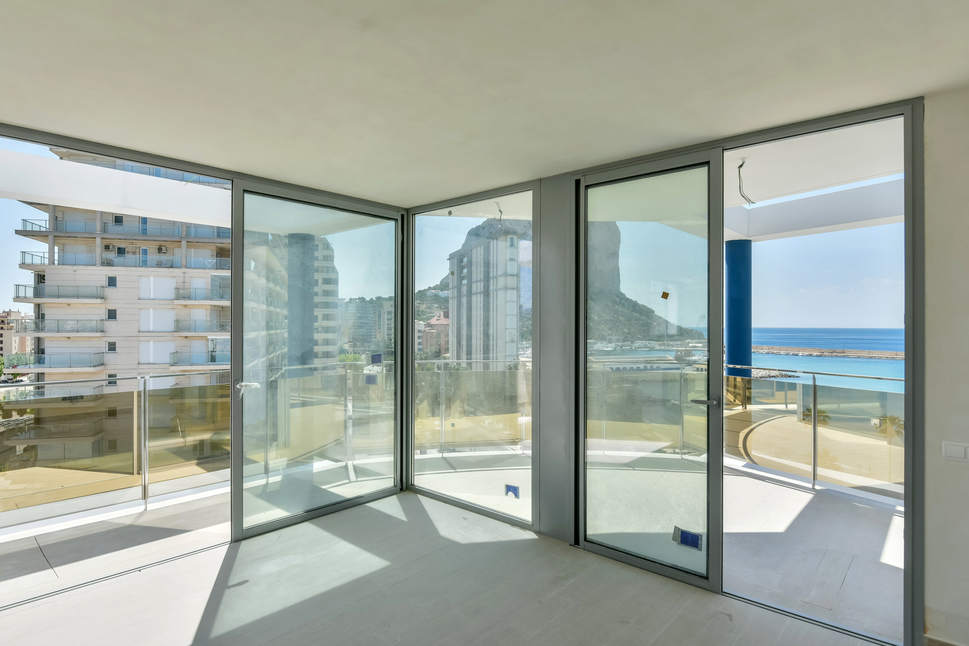 New build triplex-apartment close to the beach in Calpe