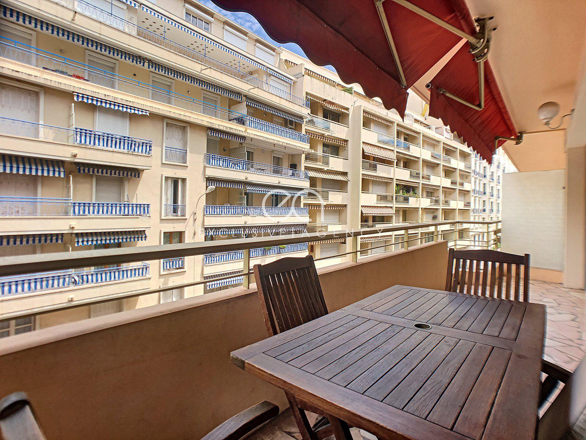 Cannes Croisette for sale 64sqm 2-bedroom apartment with 12sqm terrace.