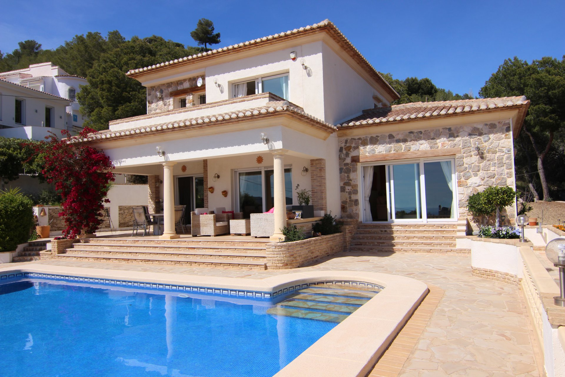 Lovely 3-bedroom villa with stunning sea views