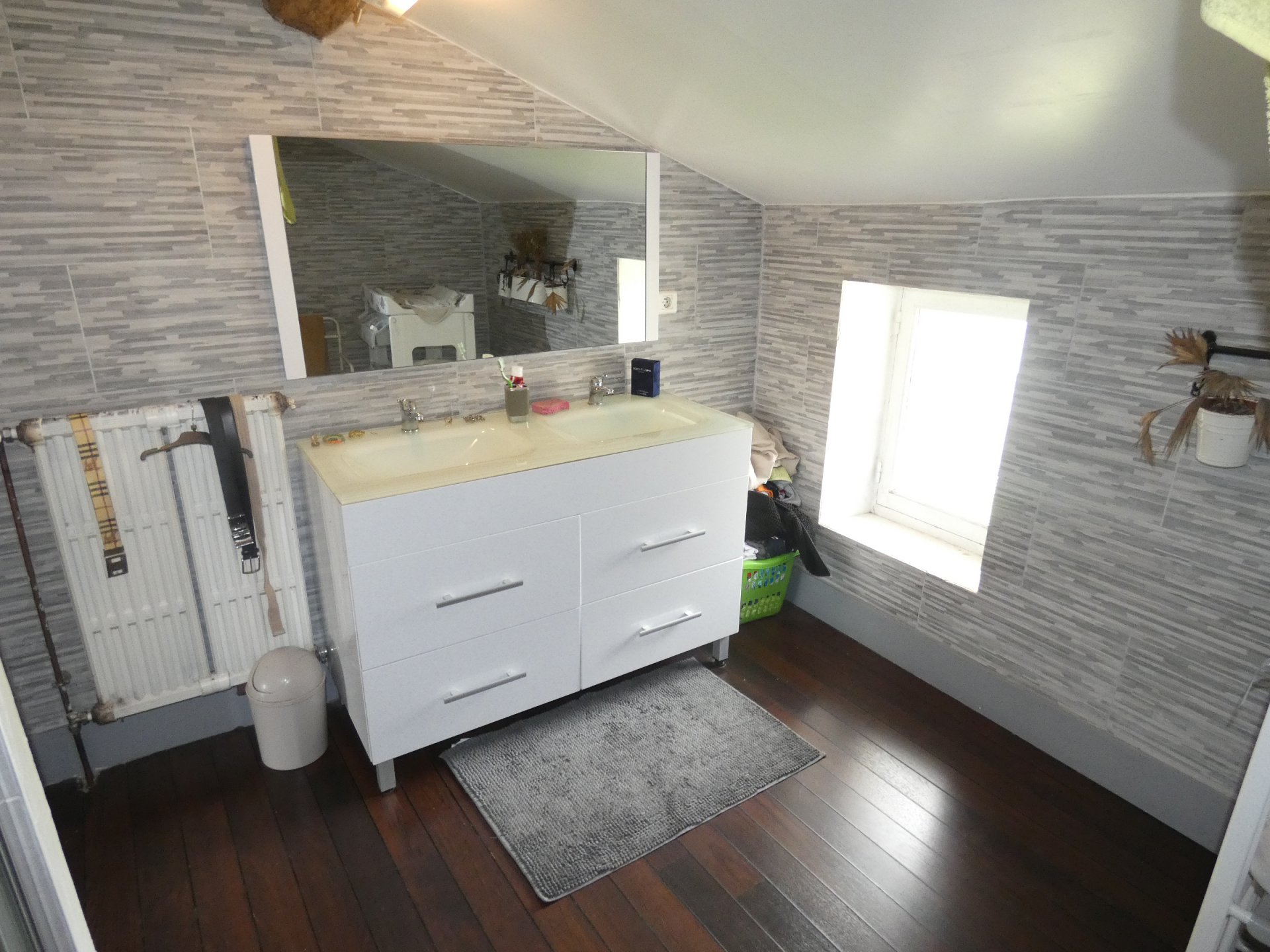 VILLAGE HOUSE IN STONES