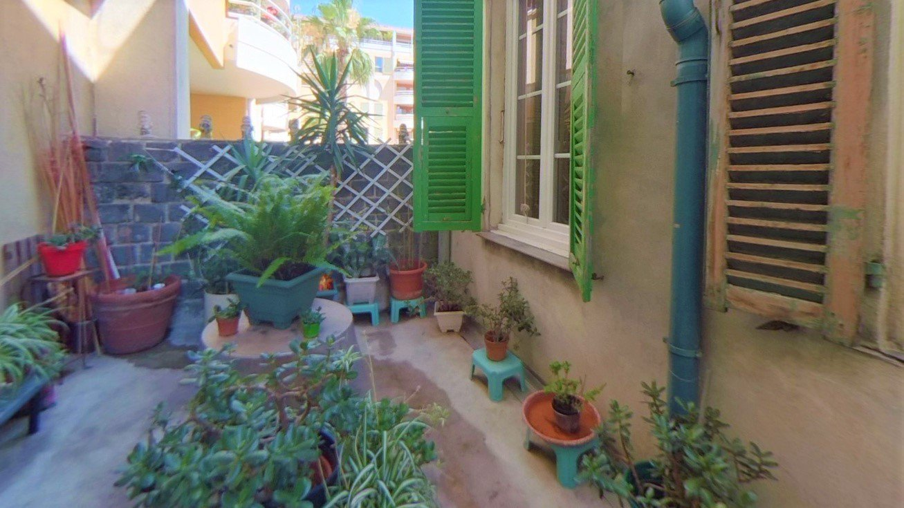 Nice Port - large 1 bedroom apartment - balcony and quiet