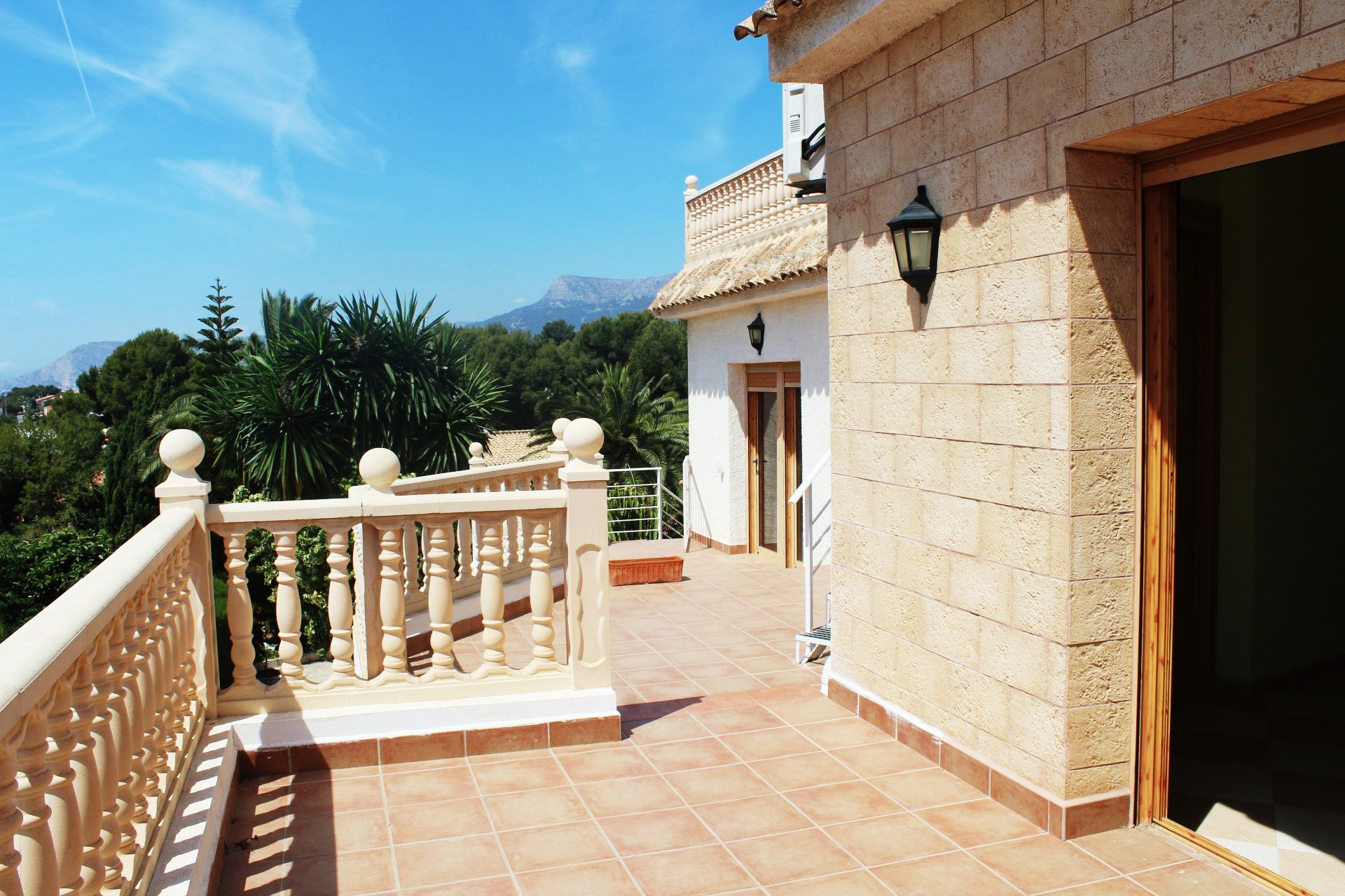Renovated 7-bedroom villa with great views
