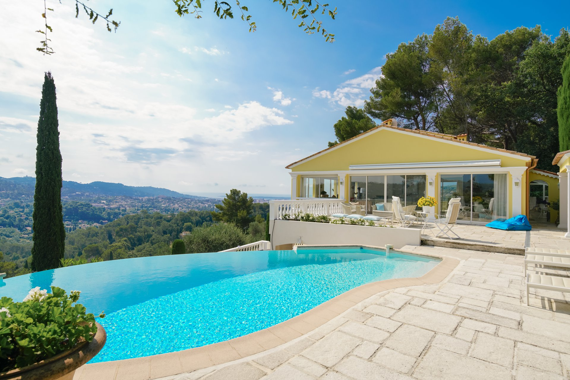 MOUGINS - PRIVATE DOMAIN - SEA AND VILLAGE VIEW
