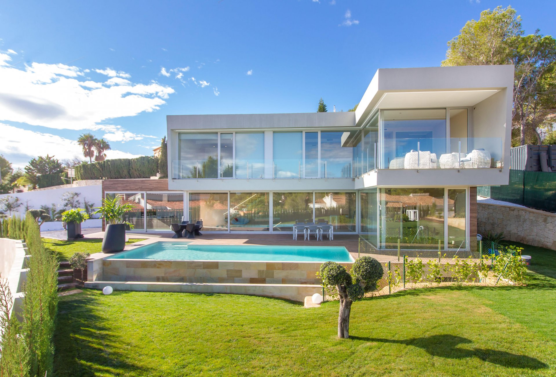 New build detached villa with modern design
