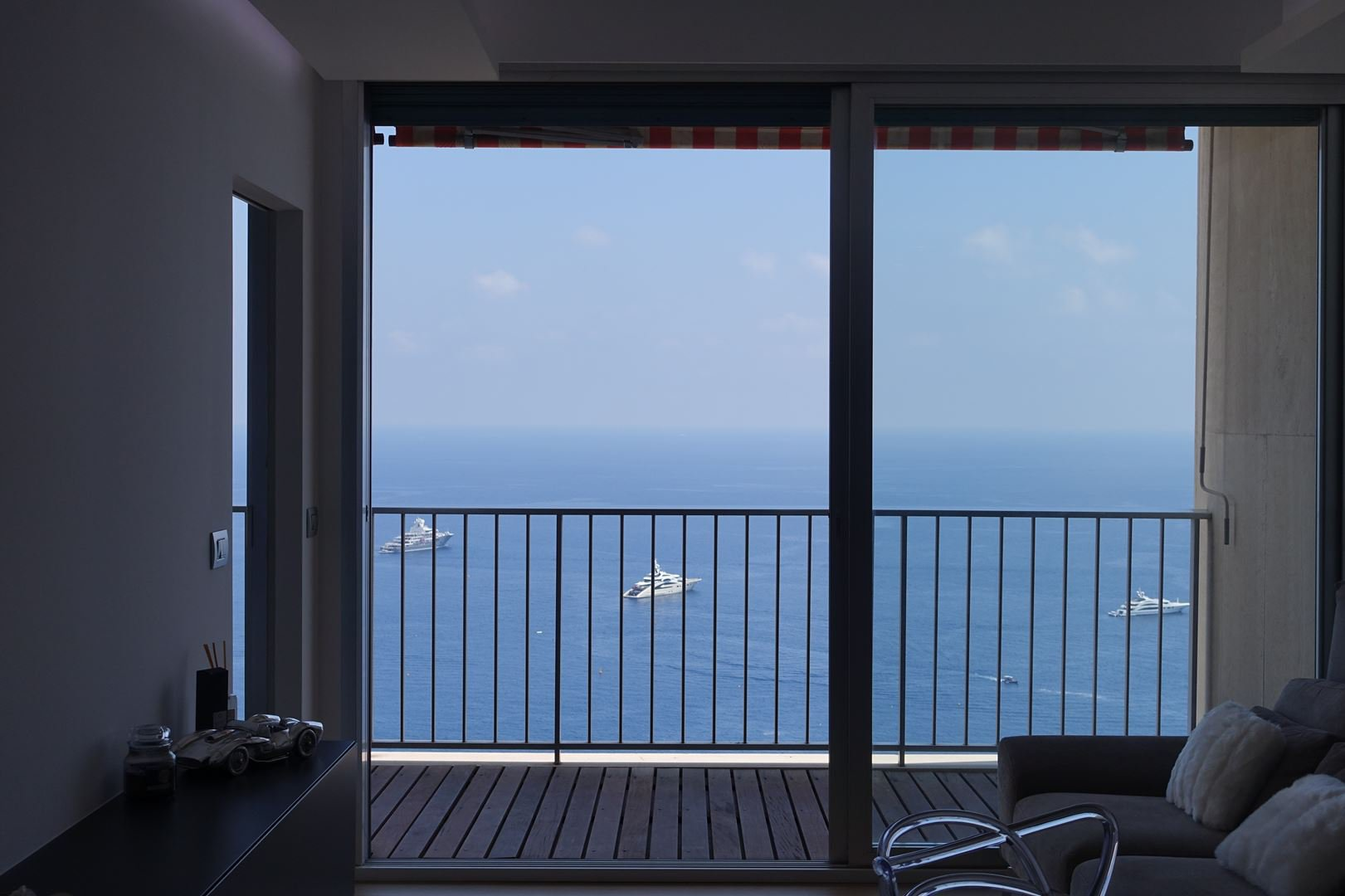 Beautiful One-bedroom Apartment With Sea View