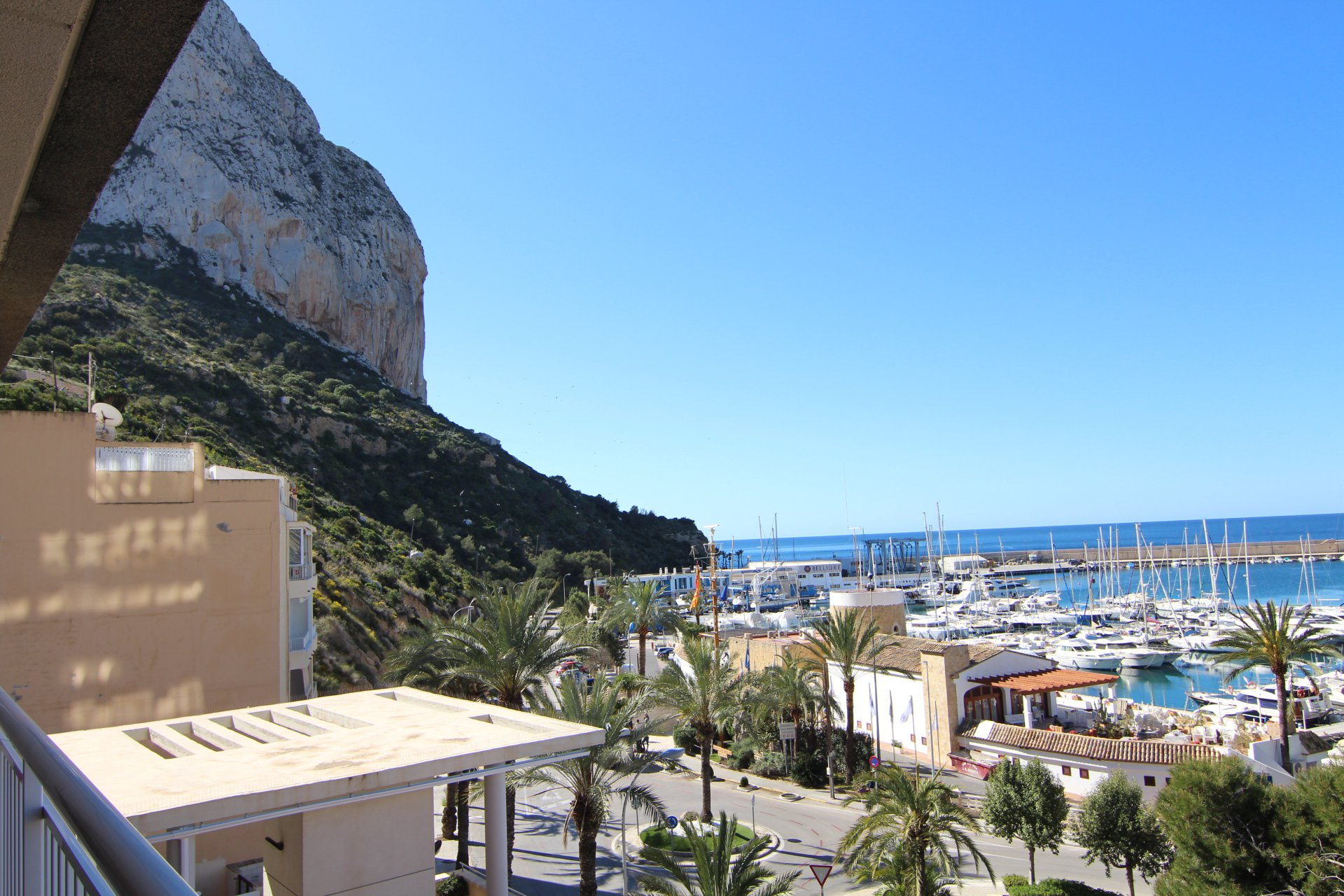 First line apartment with 3 bedrooms in the port of Calpe