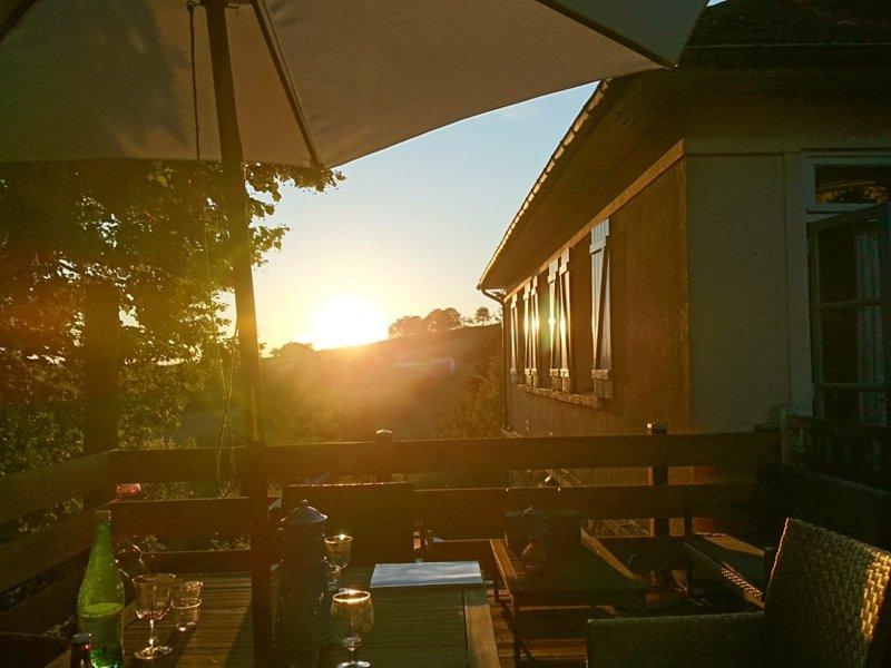 ONDER COMPROMIS Nabij Luzy, Bourgogne, huis verdeeld in 2 woningen, perfect voor verhuur!