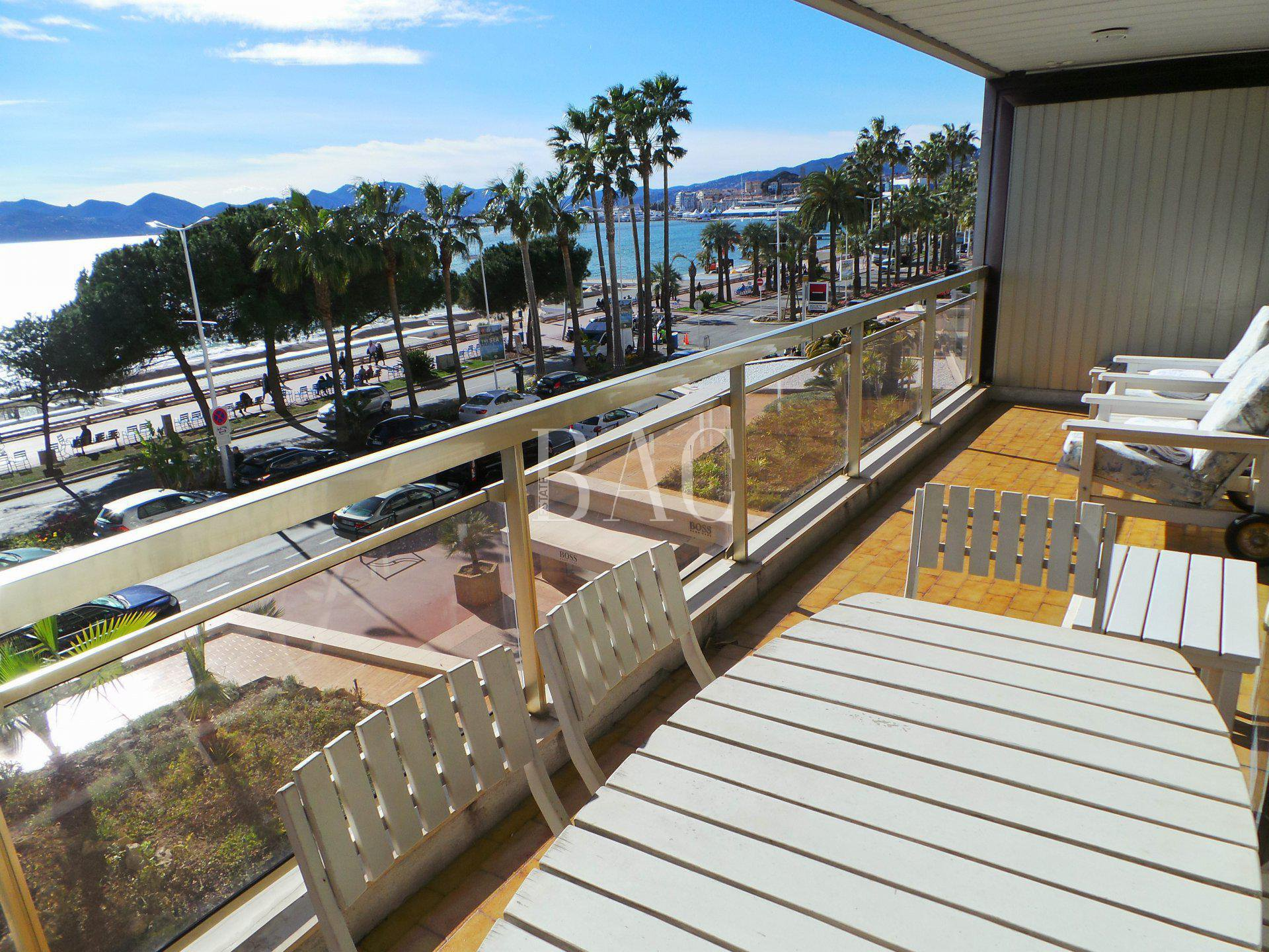 Cannes, Boulevard de la Croisette in a sought-after and prestigious residence