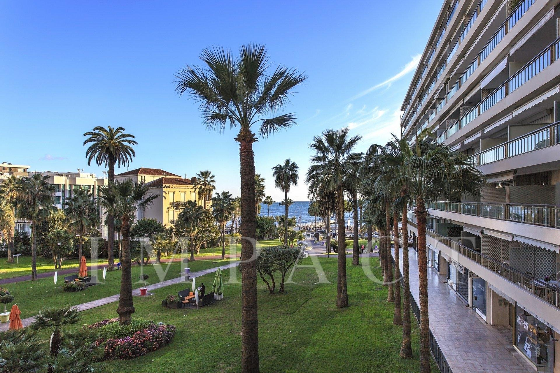 2 bedrooms apartment to rent in the Grand Hotel, Cannes