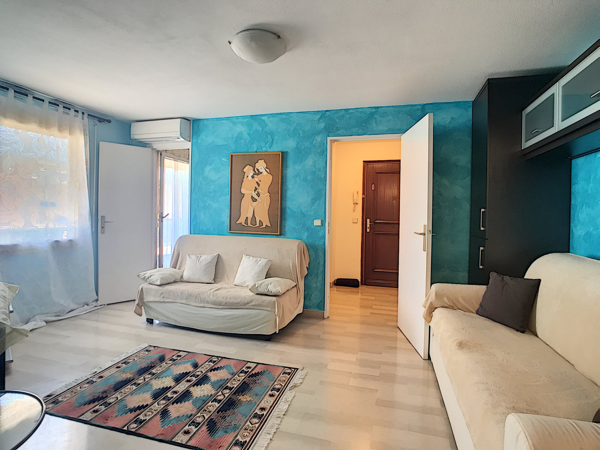 Very nice furnished studio, in the heart of downtown