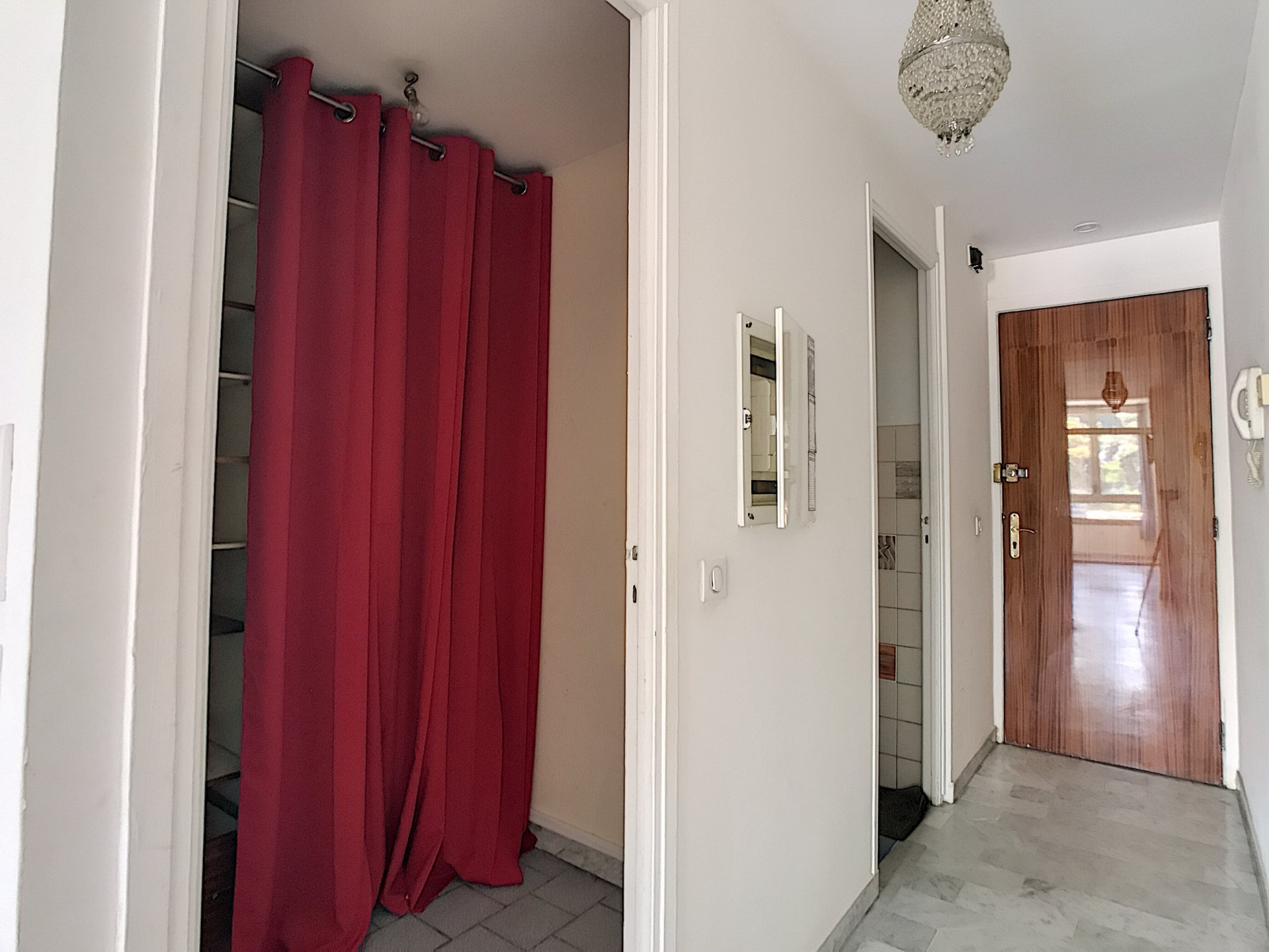 Cannes - downtown: large studio of 30 sqm.