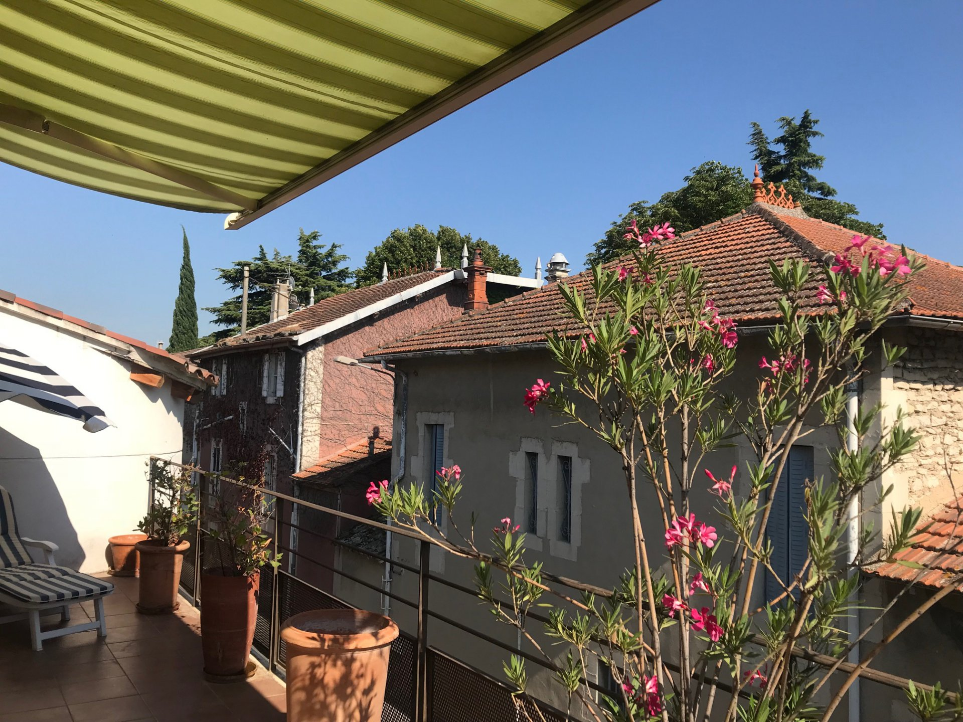 charmant appartement avec terrasse en centre ville