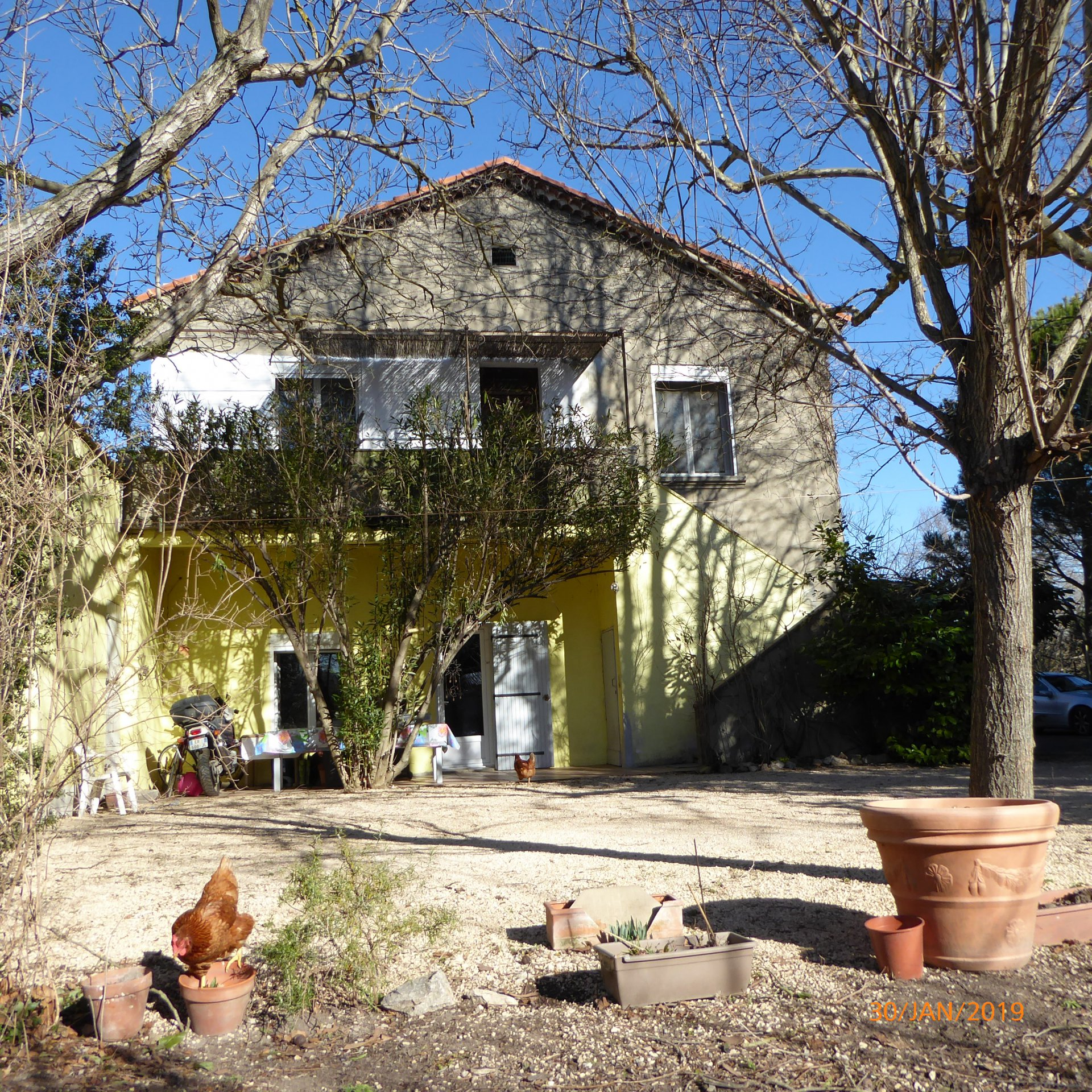 Noves: Country house