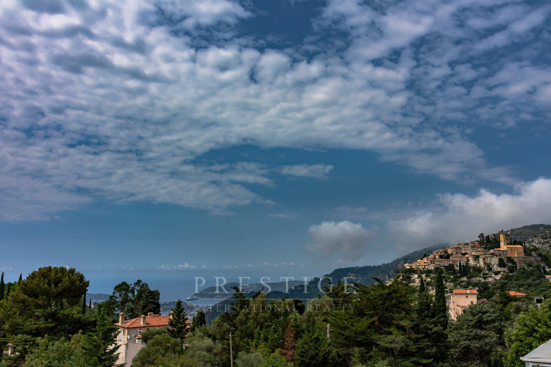 Eze, 1 bedroom flat sea view with roof terrace & parking