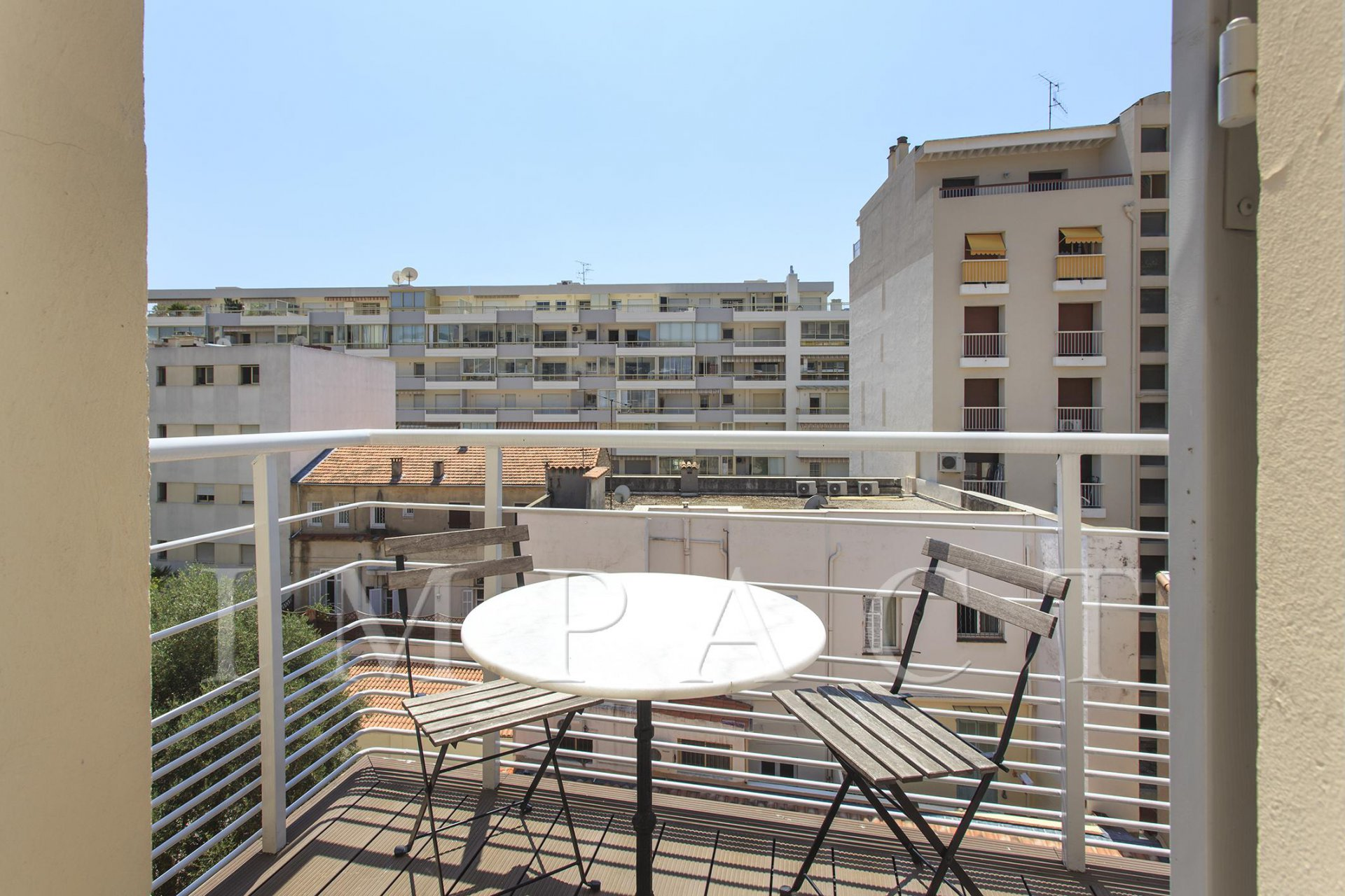 CANNES RUE D'ANTIBES APPARTEMENT 5 PIECES NEUF MEUBLE