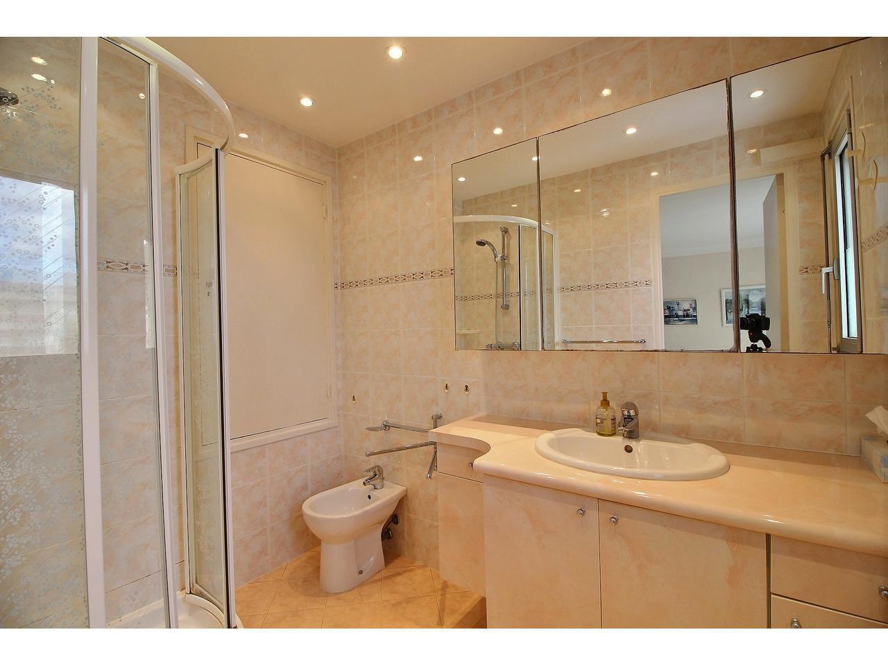 Cannes Palm Beach Port Canto lägenhet till salu översta våningen badrum