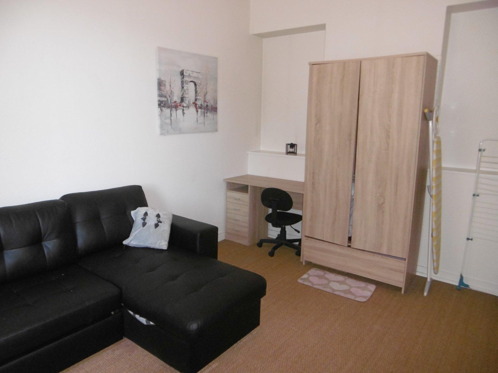 Studio meublé - Centre ville Saintes