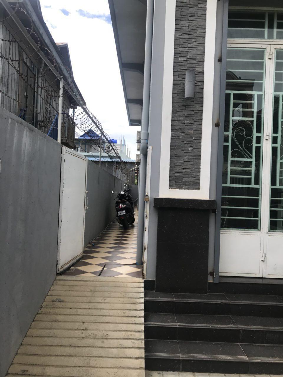 出售 平房子 Por Sen Chey
