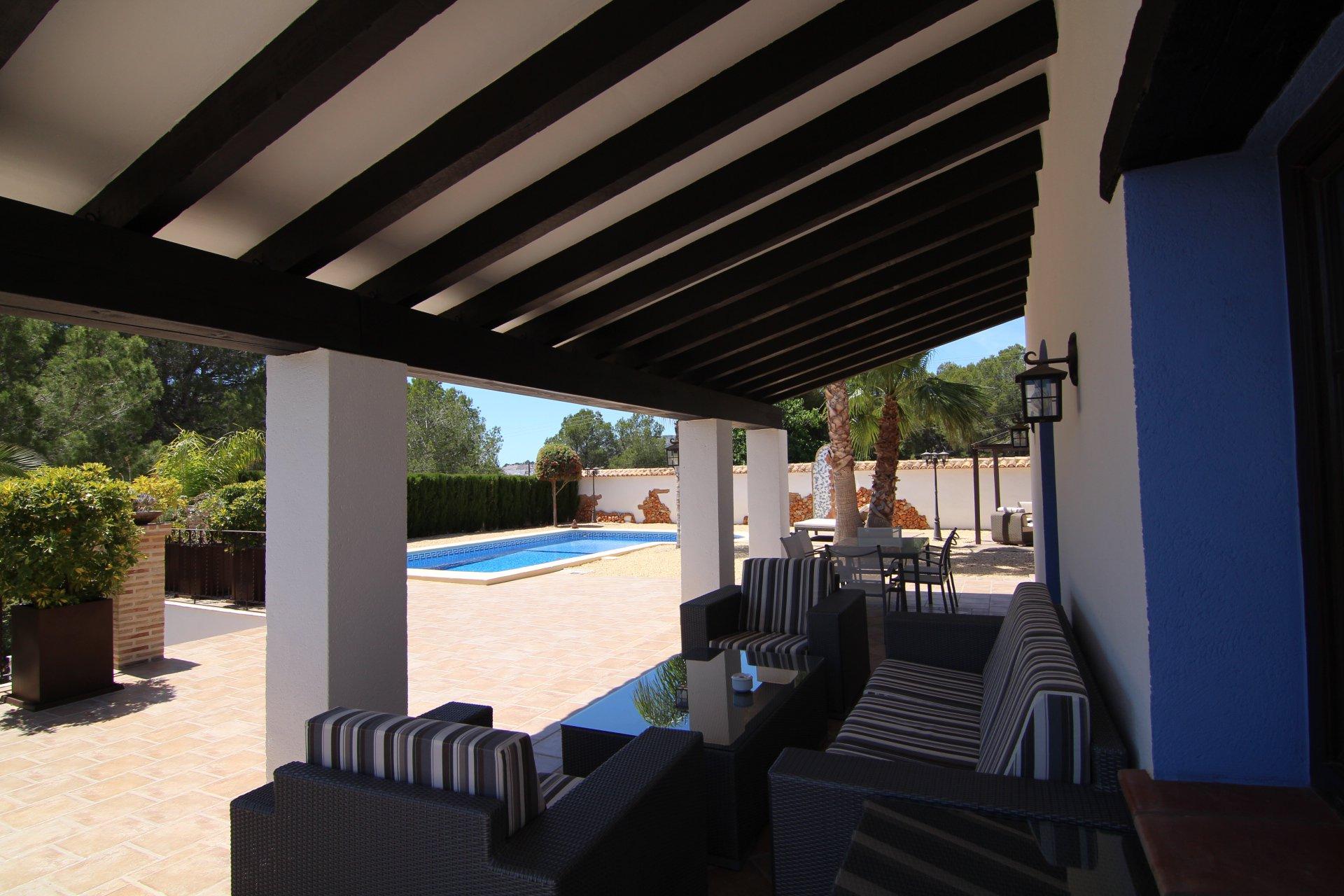 Villa de luxe avec 5 chambres dans un quartier calme et verdoyant