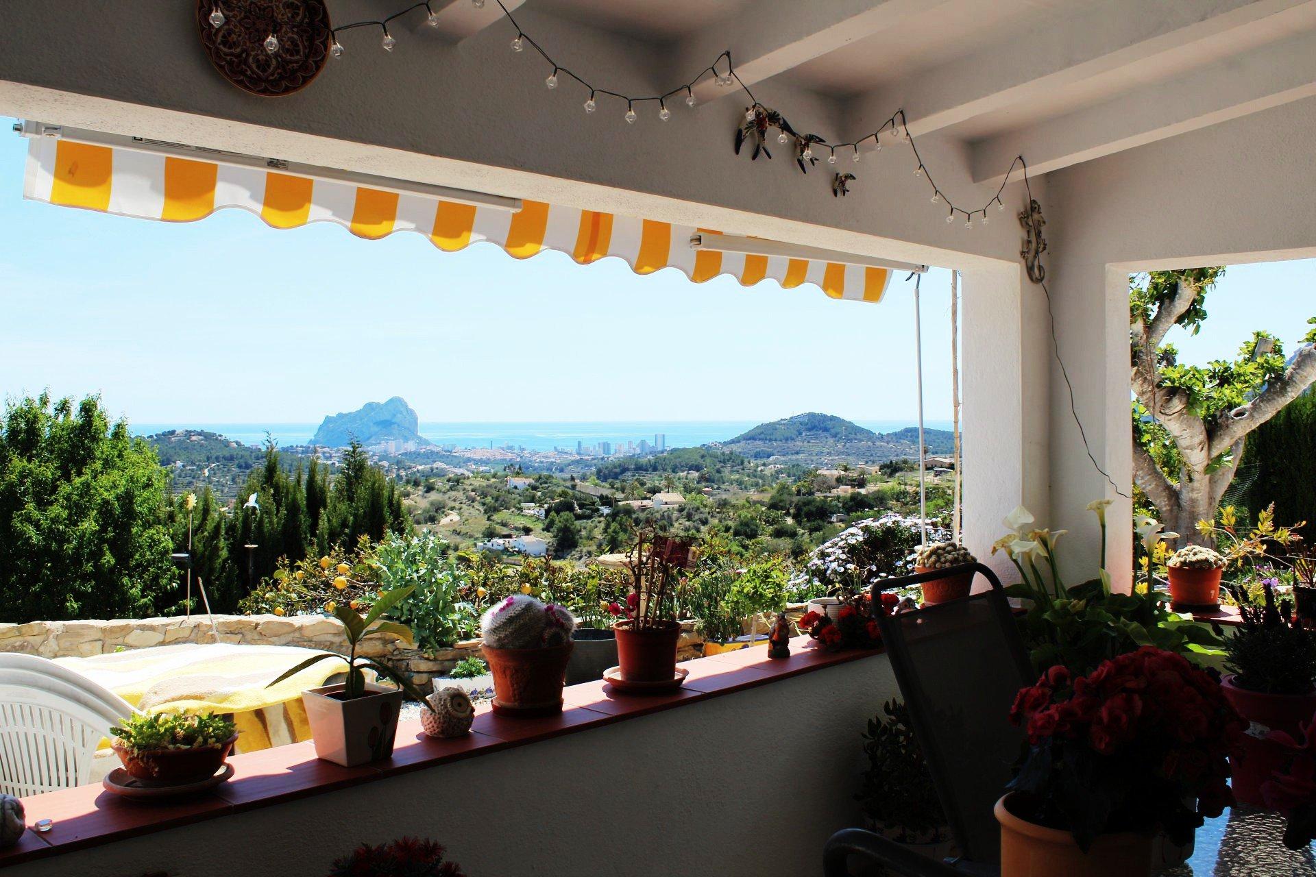 Mooi landhuis met uitzicht op de zee en de Peñon d'Ifach