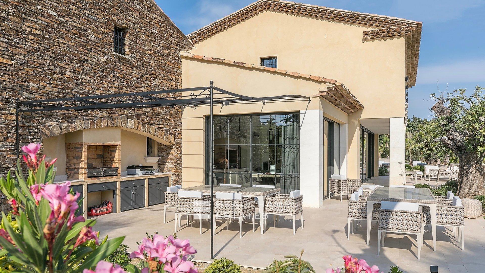 Saint-Tropez, Splendide propriété dans un Domaine Privée