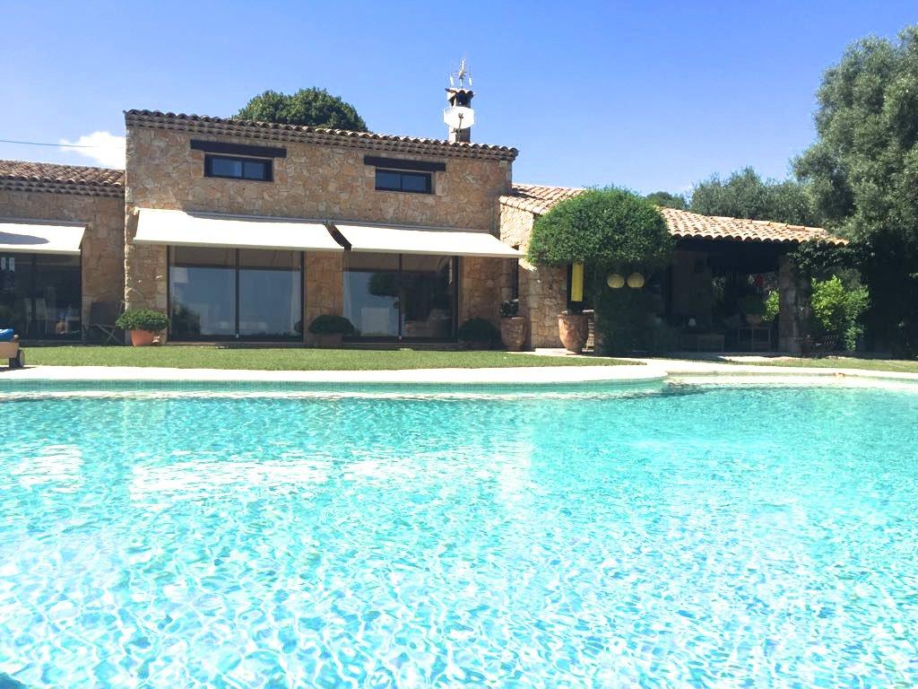 Belle villa en pierre avec vue mer
