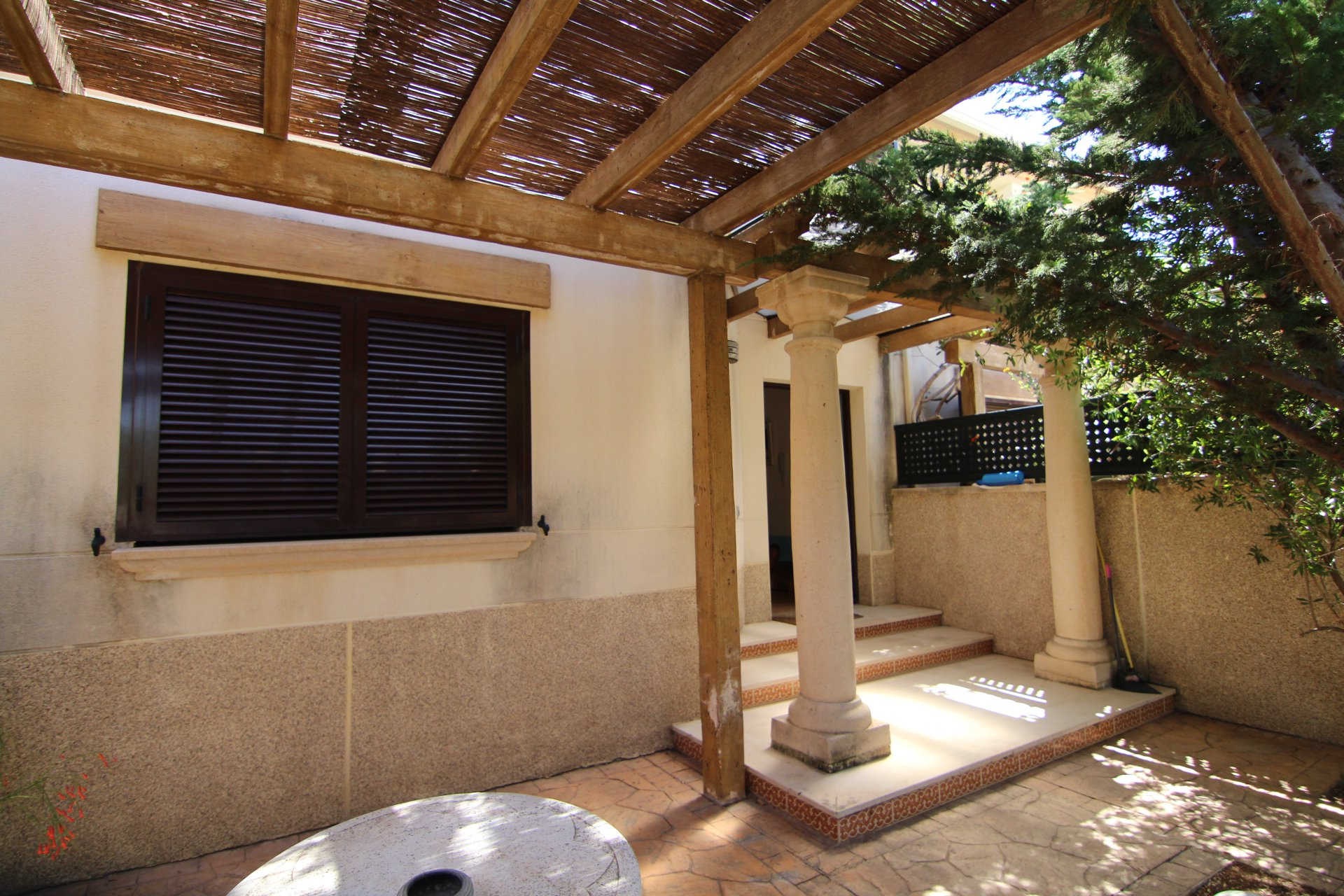 Excellent 3 bed-townhouse in small complex