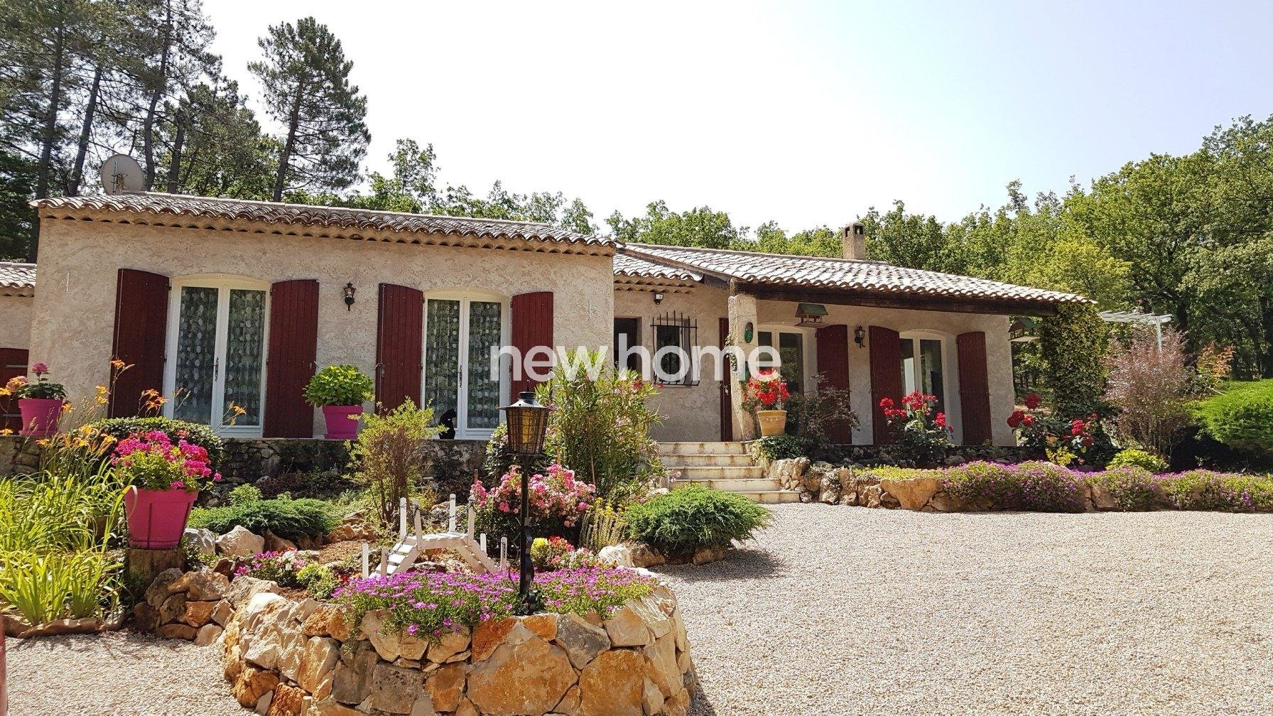 Pays de Fayence: villa in quiet area with pool