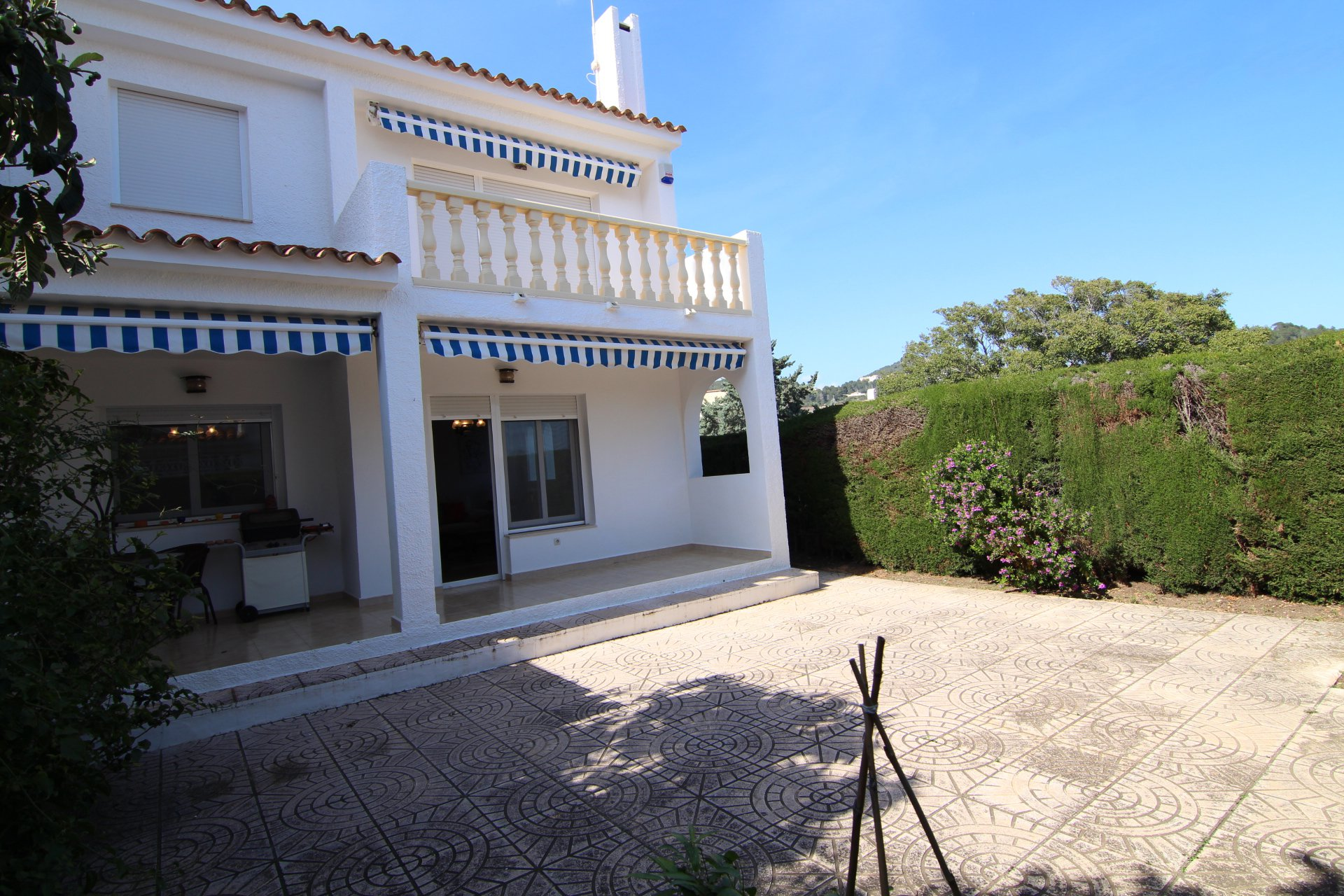 Semi-detached 3-bedroom villa close to town and beaches