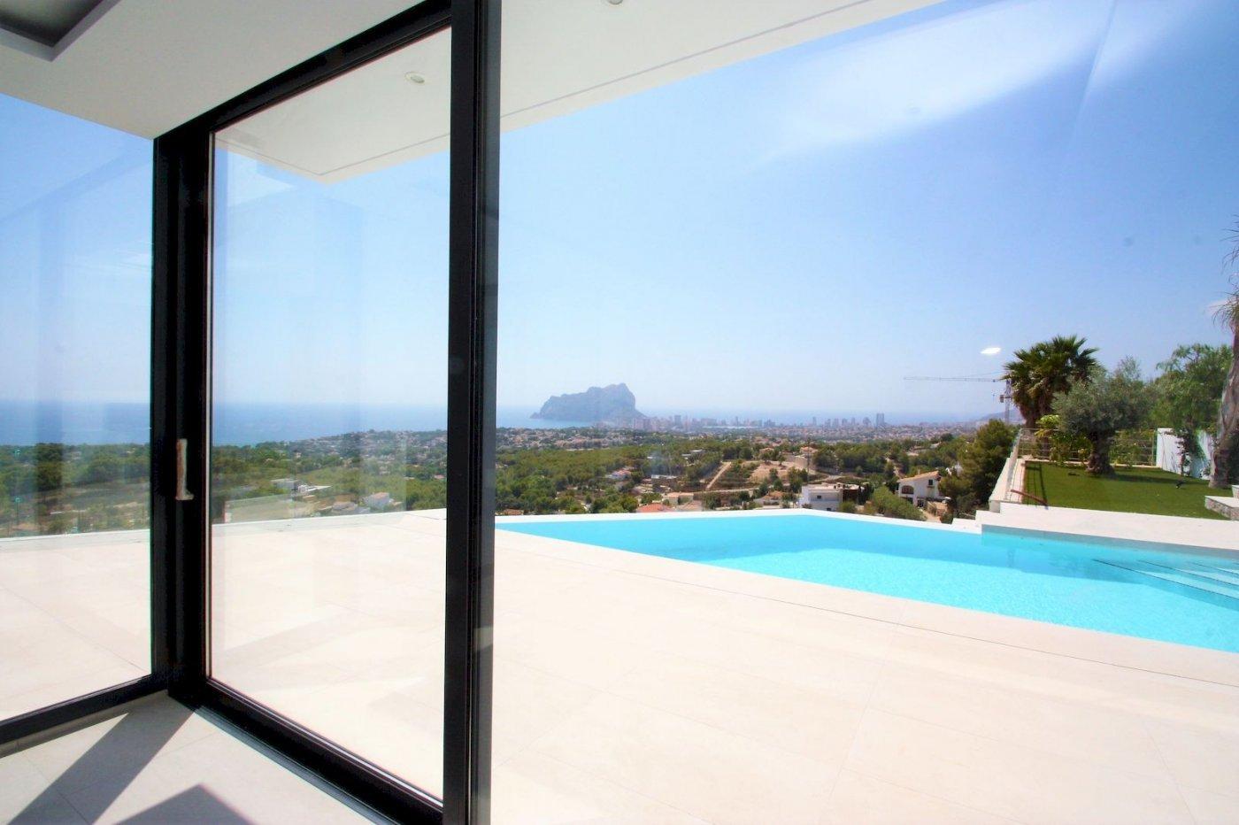 Nouvelle villa de style moderne avec vue sur la mer à Benissa