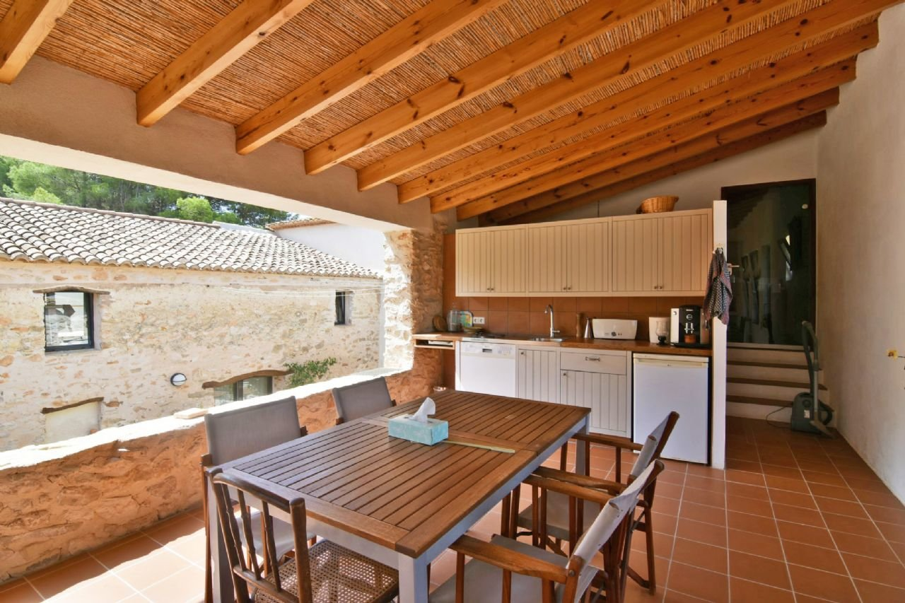 Beautiful renovated 4-bedroom finca