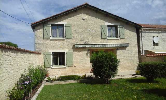 Ancienne maison restaurée - Secteur Mansle