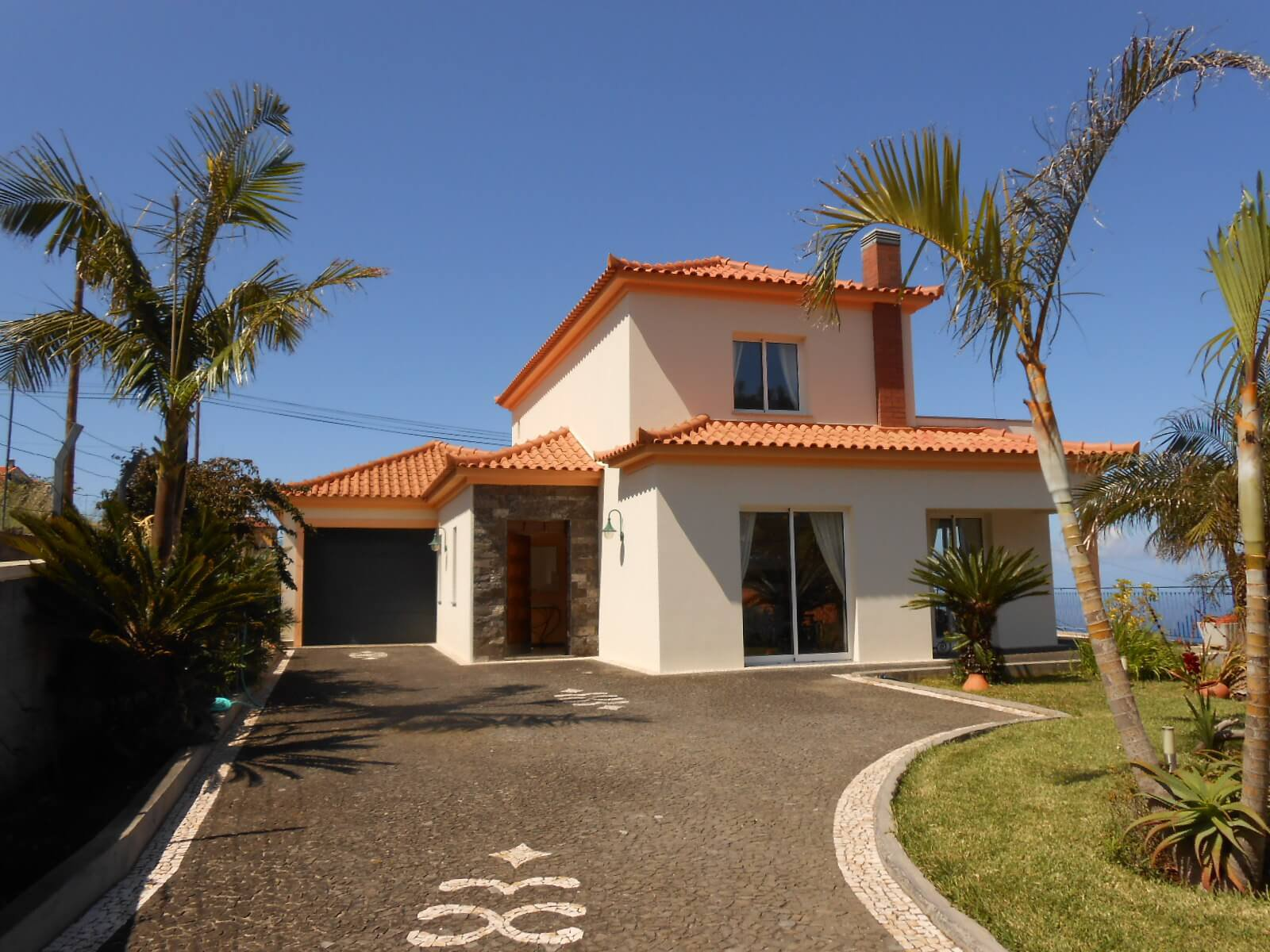 Superb T3 House of 190 m2 on 500 m2 of Land with an Amazing Ocean View. Calheta