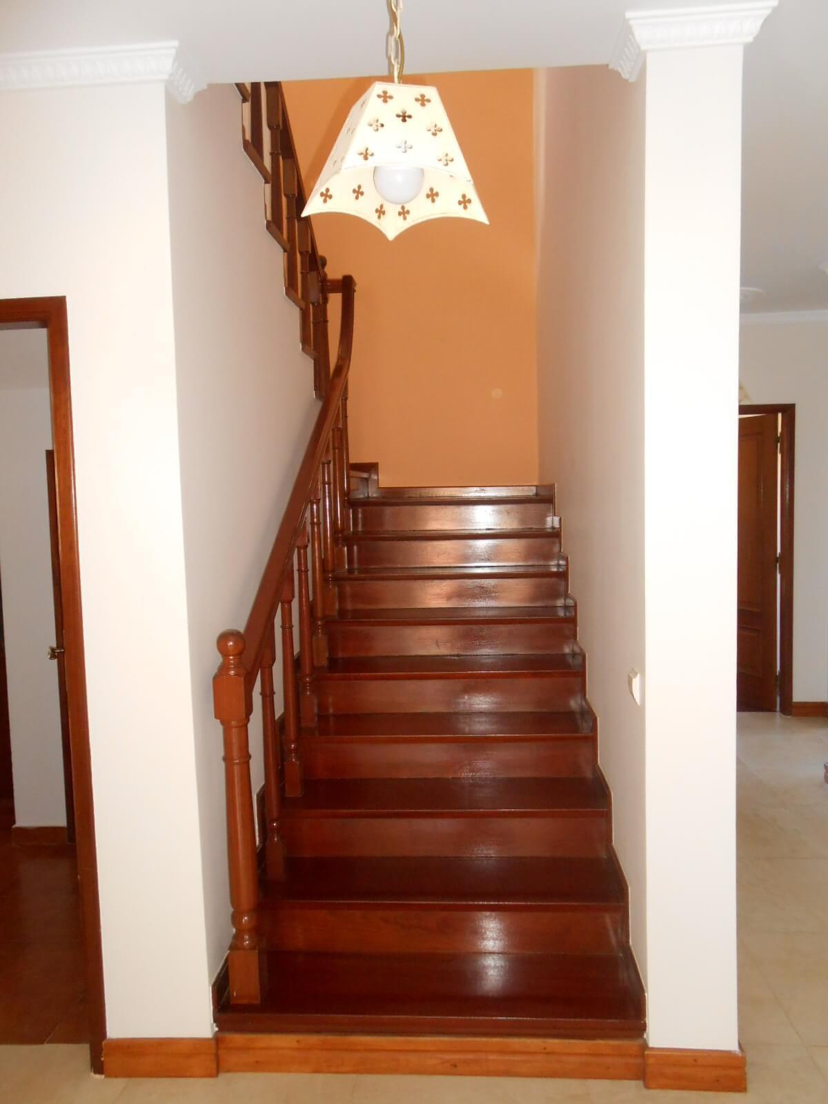 Superbe Maison T3 de 190 m2 sur 500 m2 de Terrain Plat Piscinable. Vue Panoramique sur L'Océan. Calheta