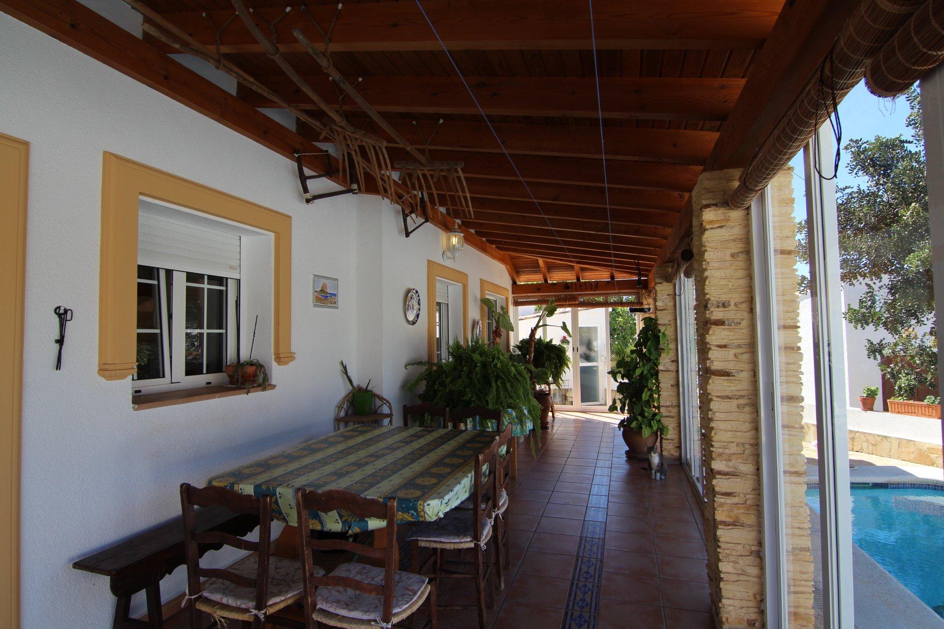 Excellent 5-bedroom villa in Calpe