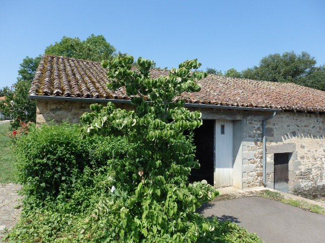 Village House with 4 Good Sized Bedrooms, Attached Garden and Riverside Fishing Plot!