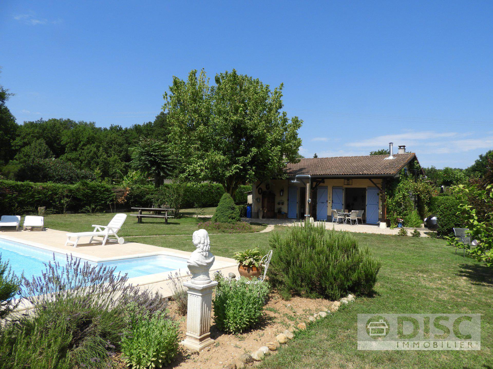 Charming single storey house with swimming pool and garden.