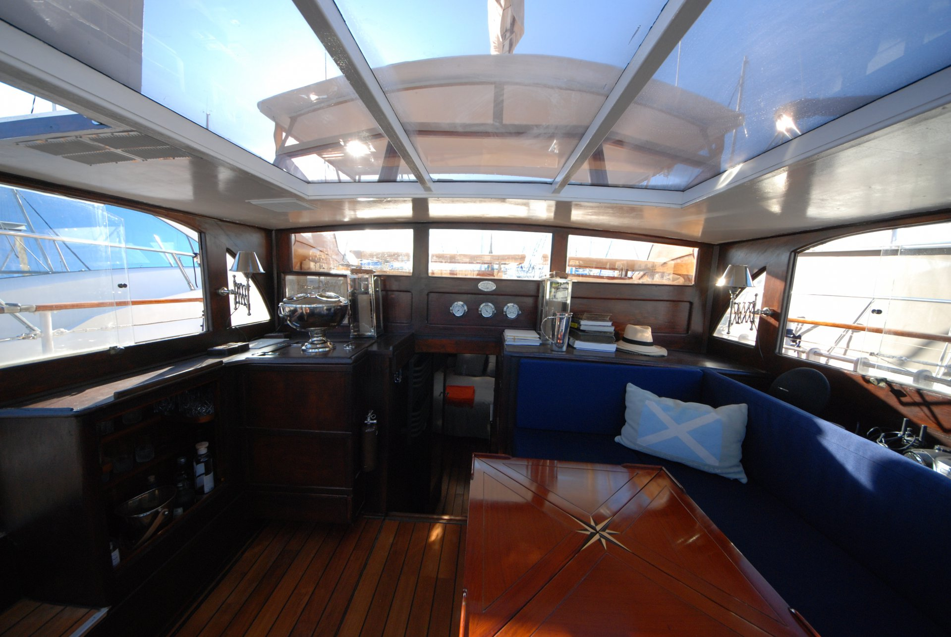 congress rental Scotisch Motor Sailor boat harbor of Cannes