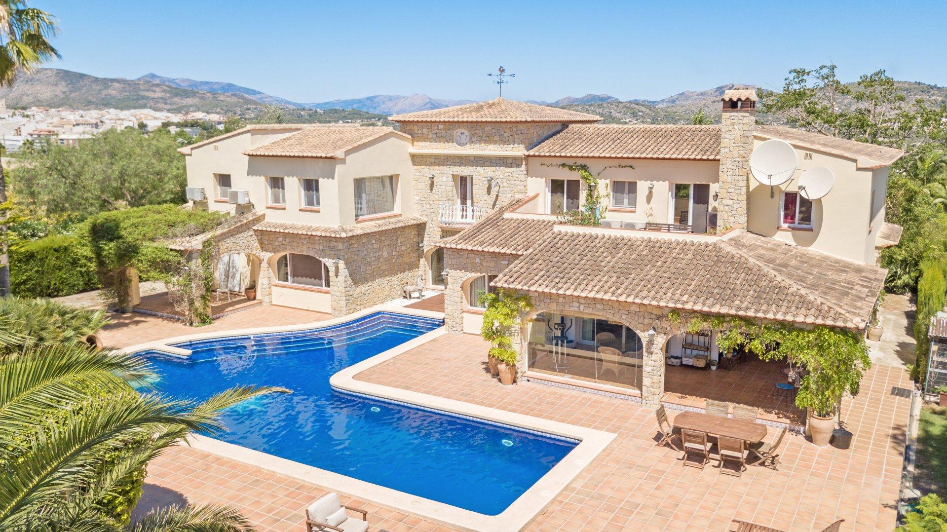 Lujosa villa de 6 dormitorios con helipuerto en Benissa.