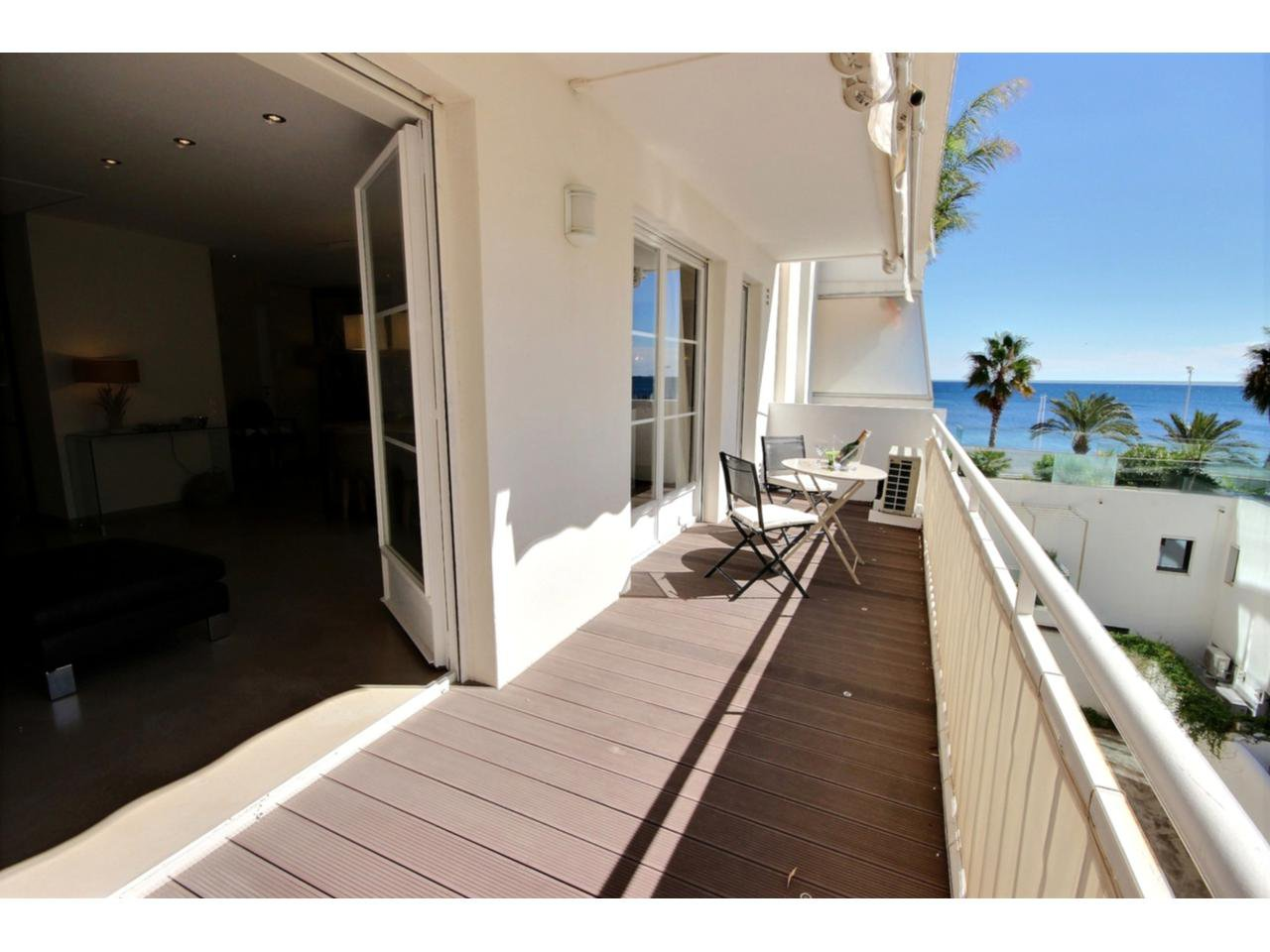 Terrace Cannes Palm Beach property for sale with sea view