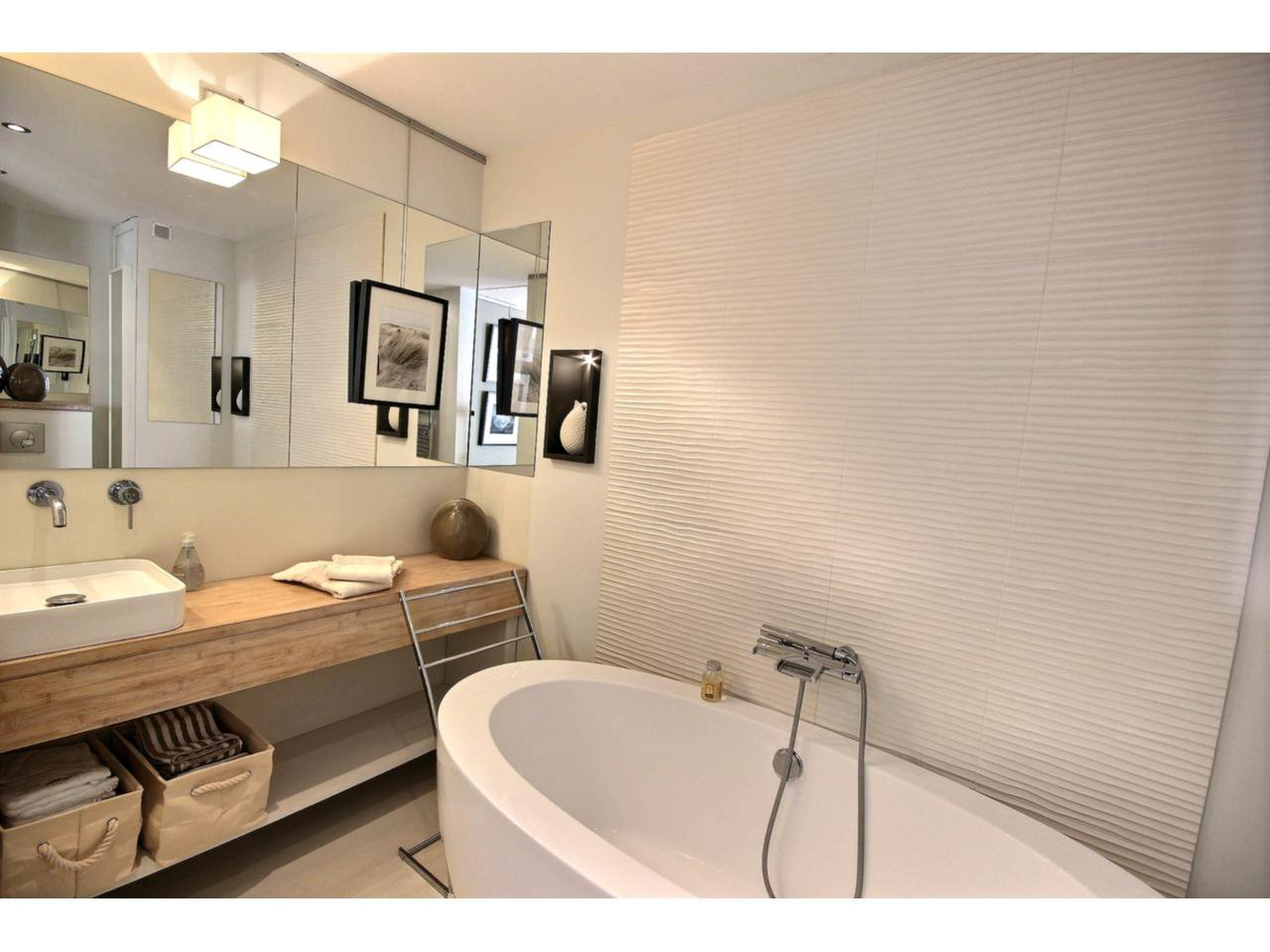 Bathroom Cannes Palm Beach property for sale with sea view