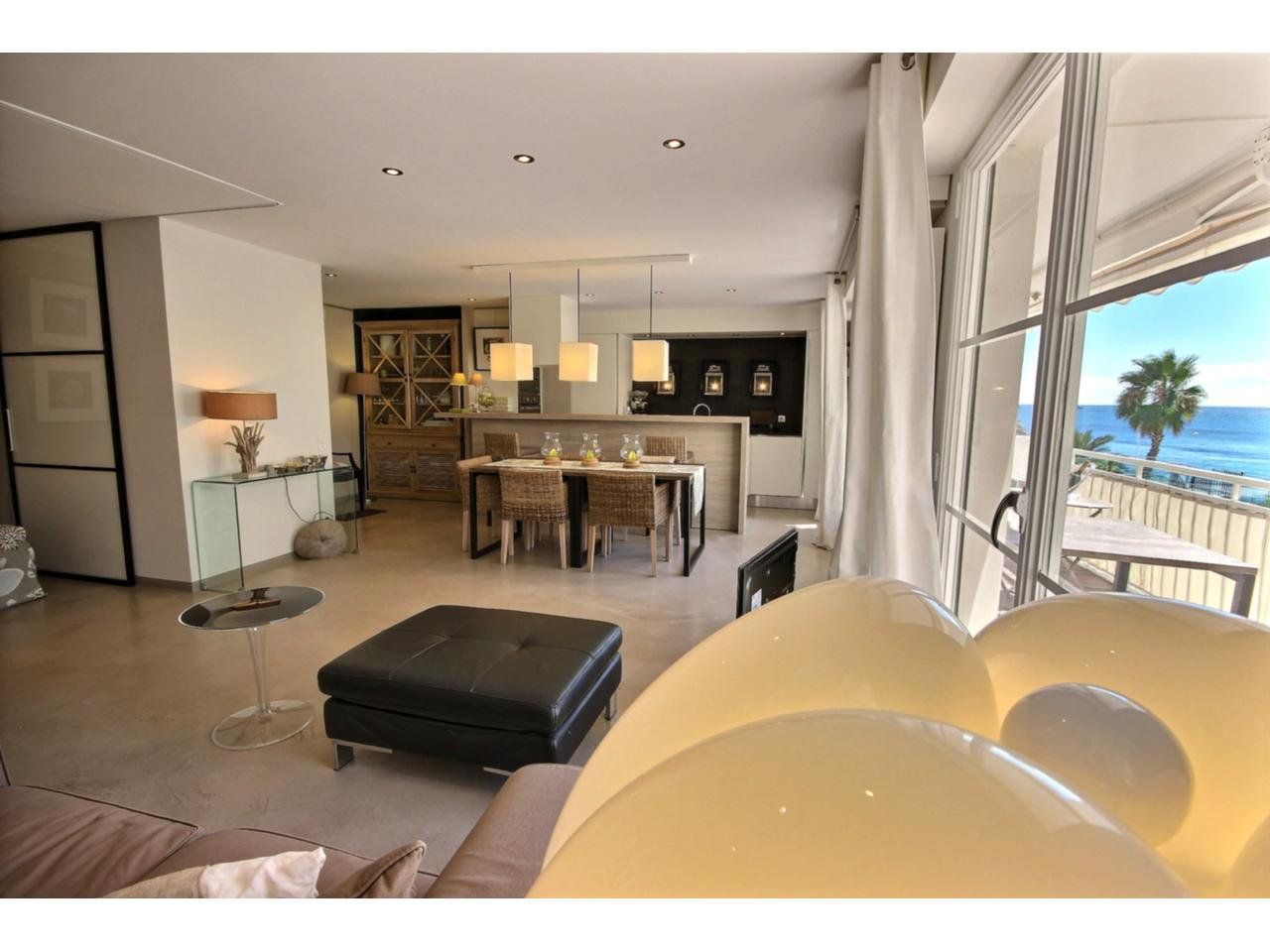 Living-room Cannes Palm Beach property for sale with sea view