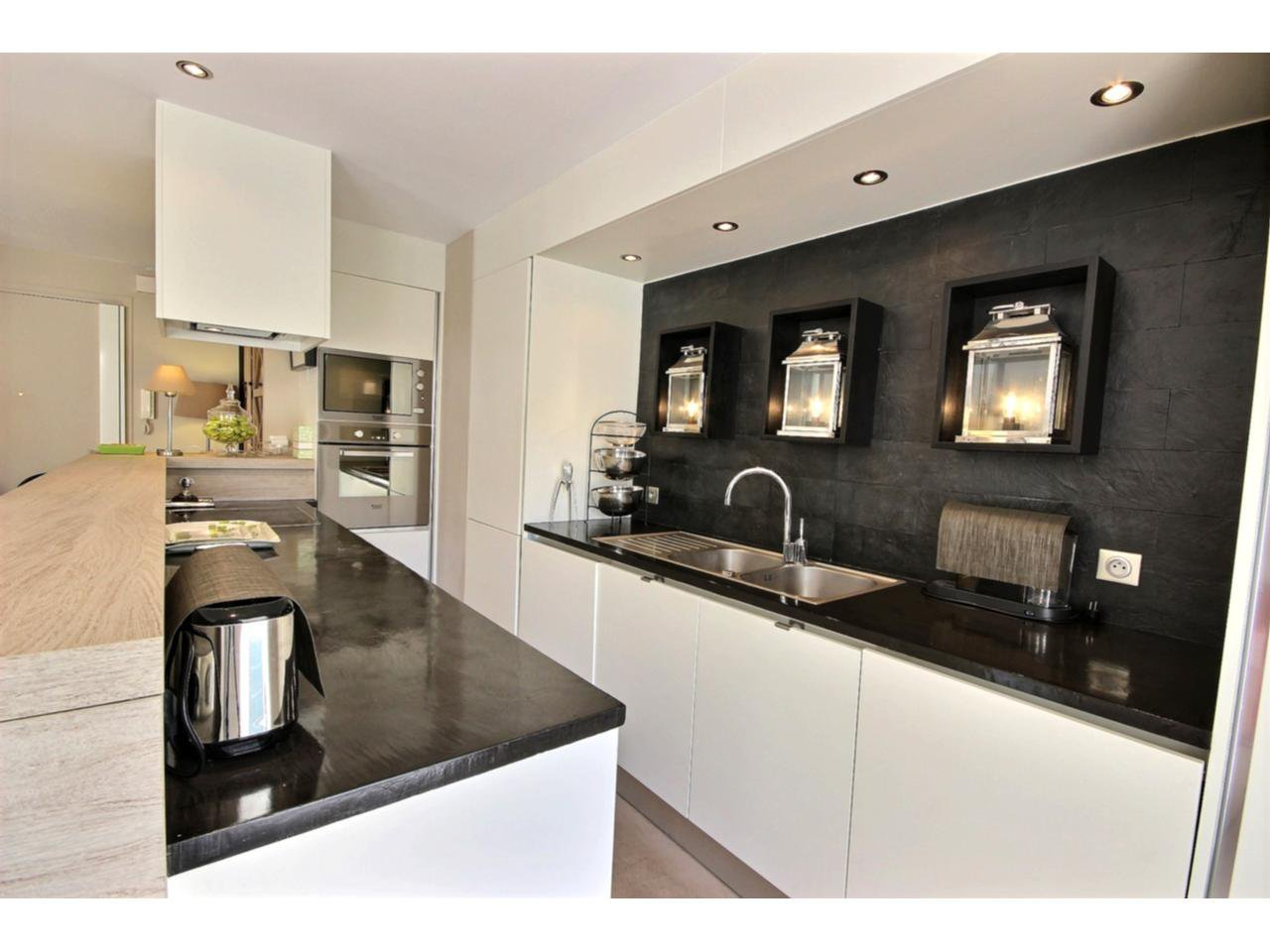 Kitchen Cannes Palm Beach property for sale with sea view