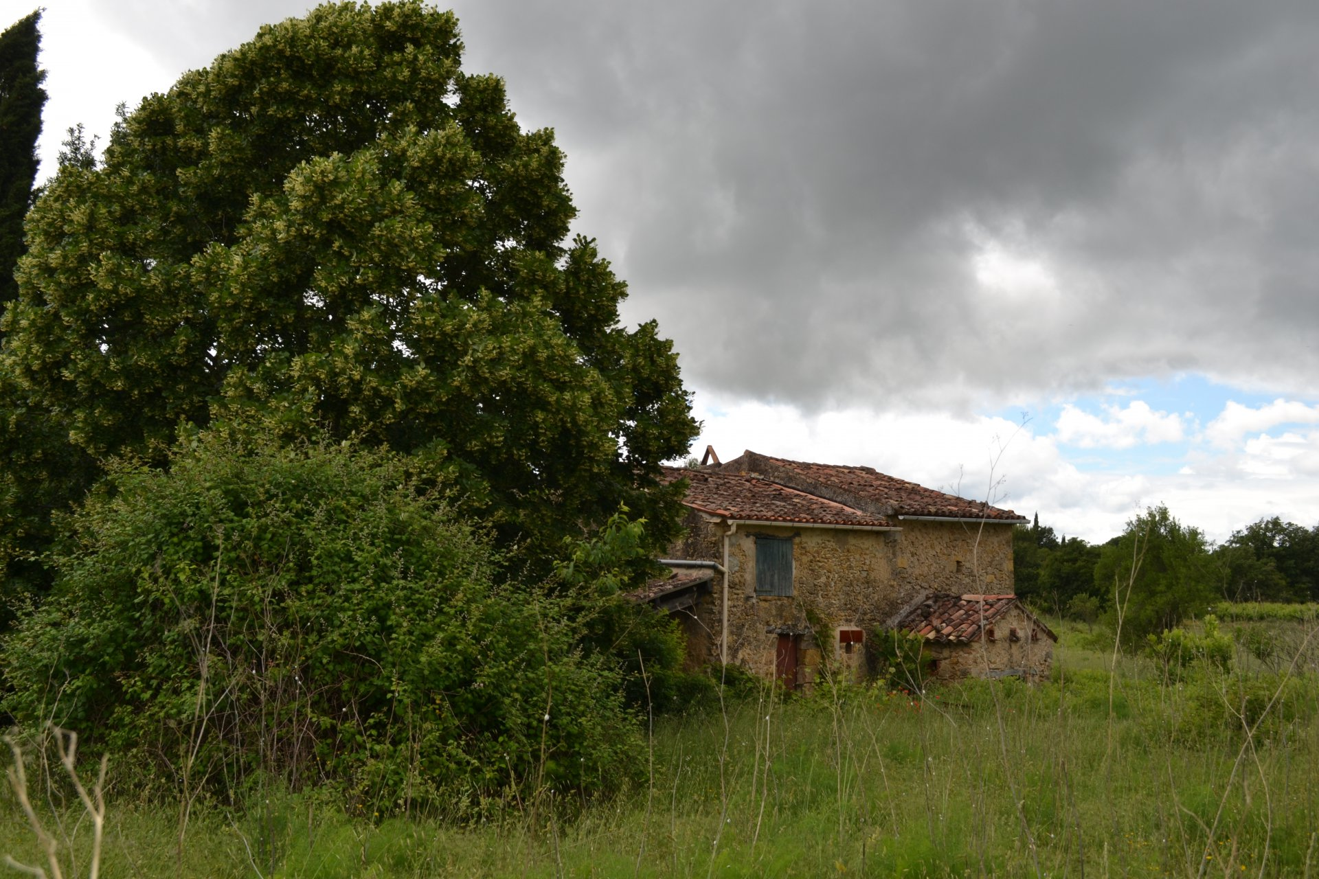 Ancient country-house to be renovated on Cotignac