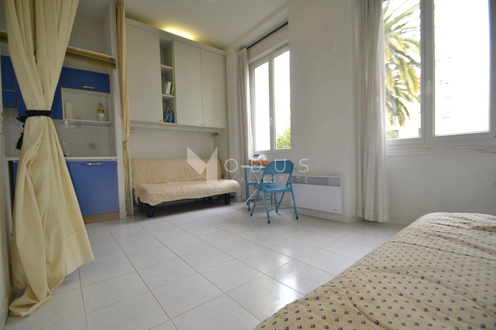 One room flat in the center of Nice
