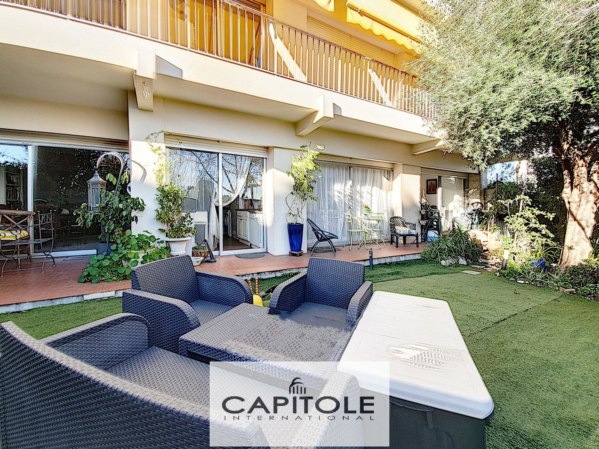For sale, Antibes near town center, 2 bedroom garden apartment 72m²,  swimming pool