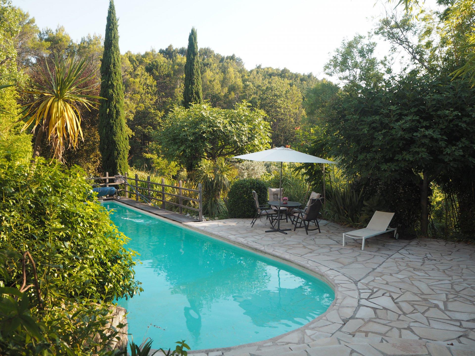 Seillans: Maison lumineuse avec piscine