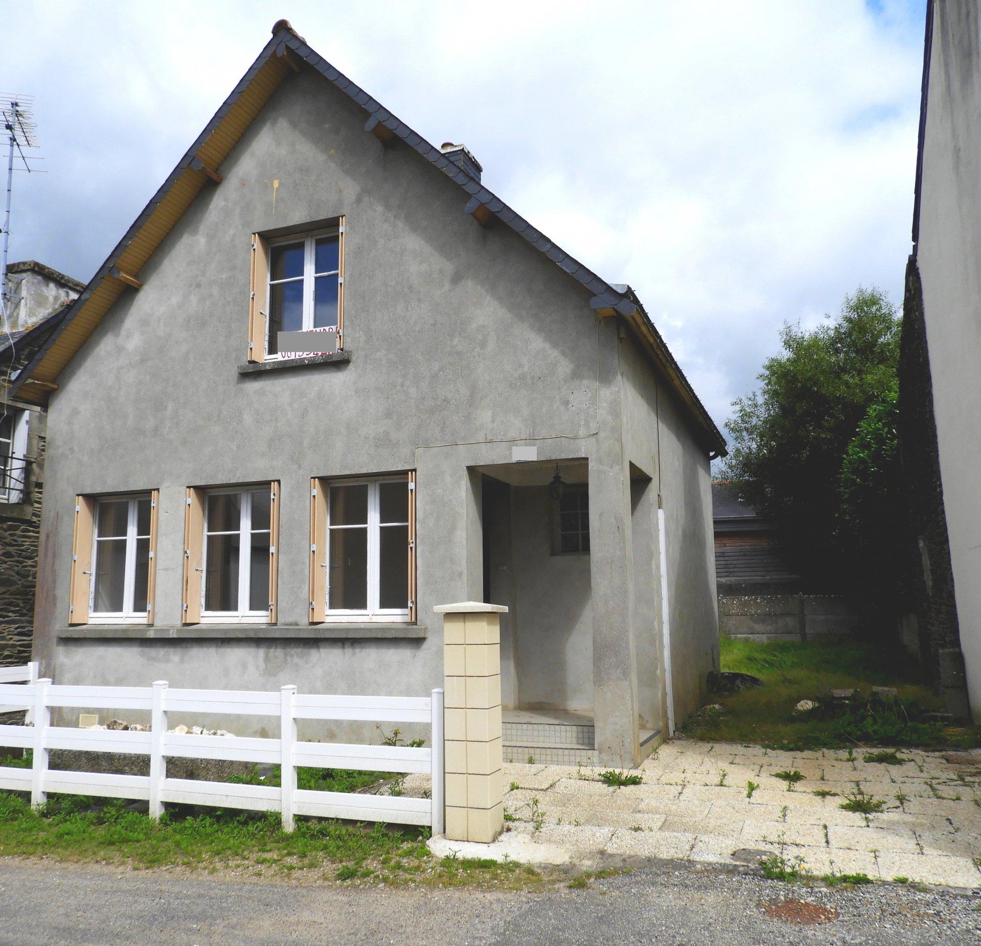 Au centre bourg de Maël-Carhaix