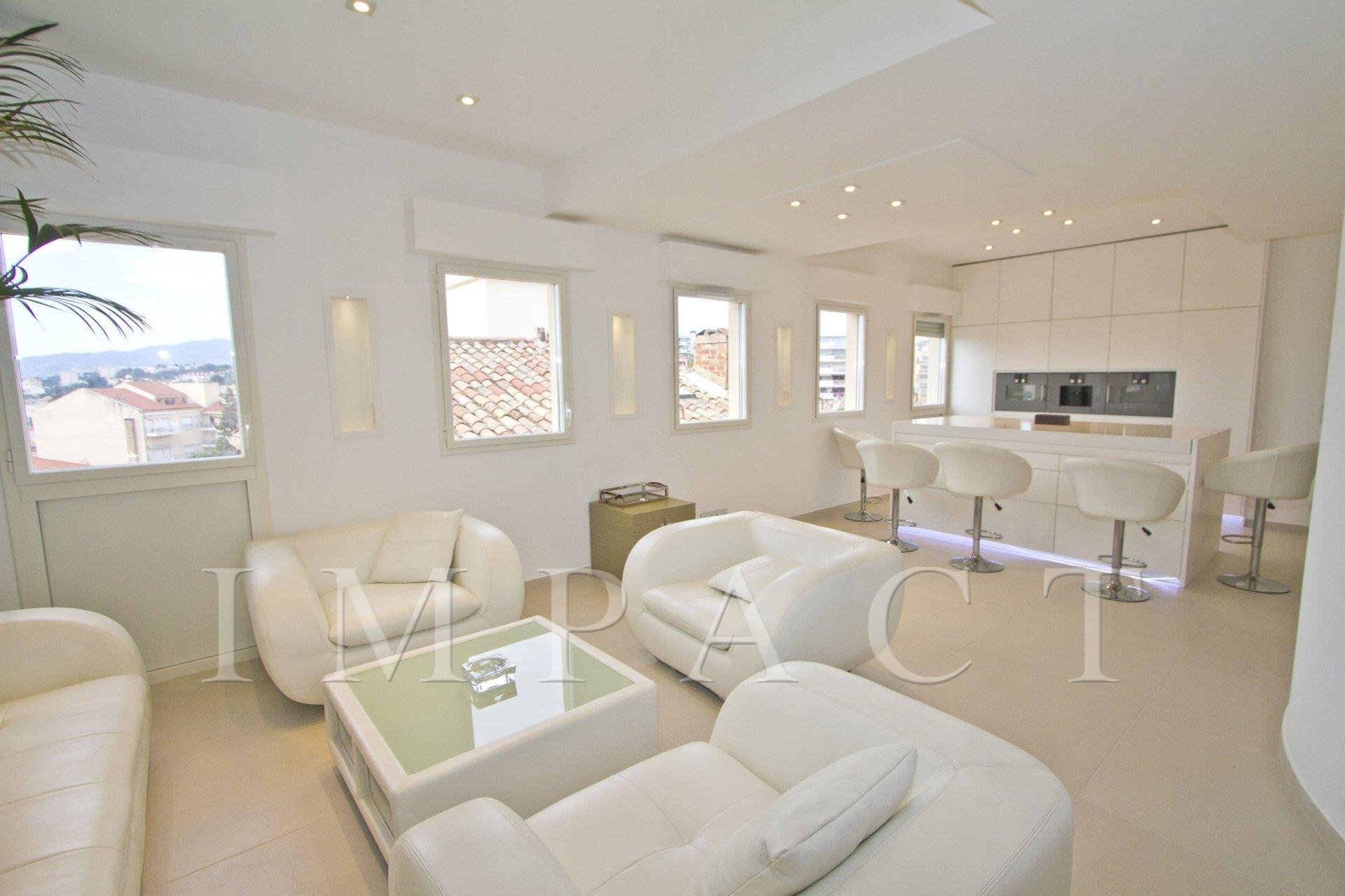 BEAUTIFULLY FULLY RENOVATED BUILDING FOR RENT, WALKING DISTANCE TO THE PALAIS DES FESTIVALS, CANNES